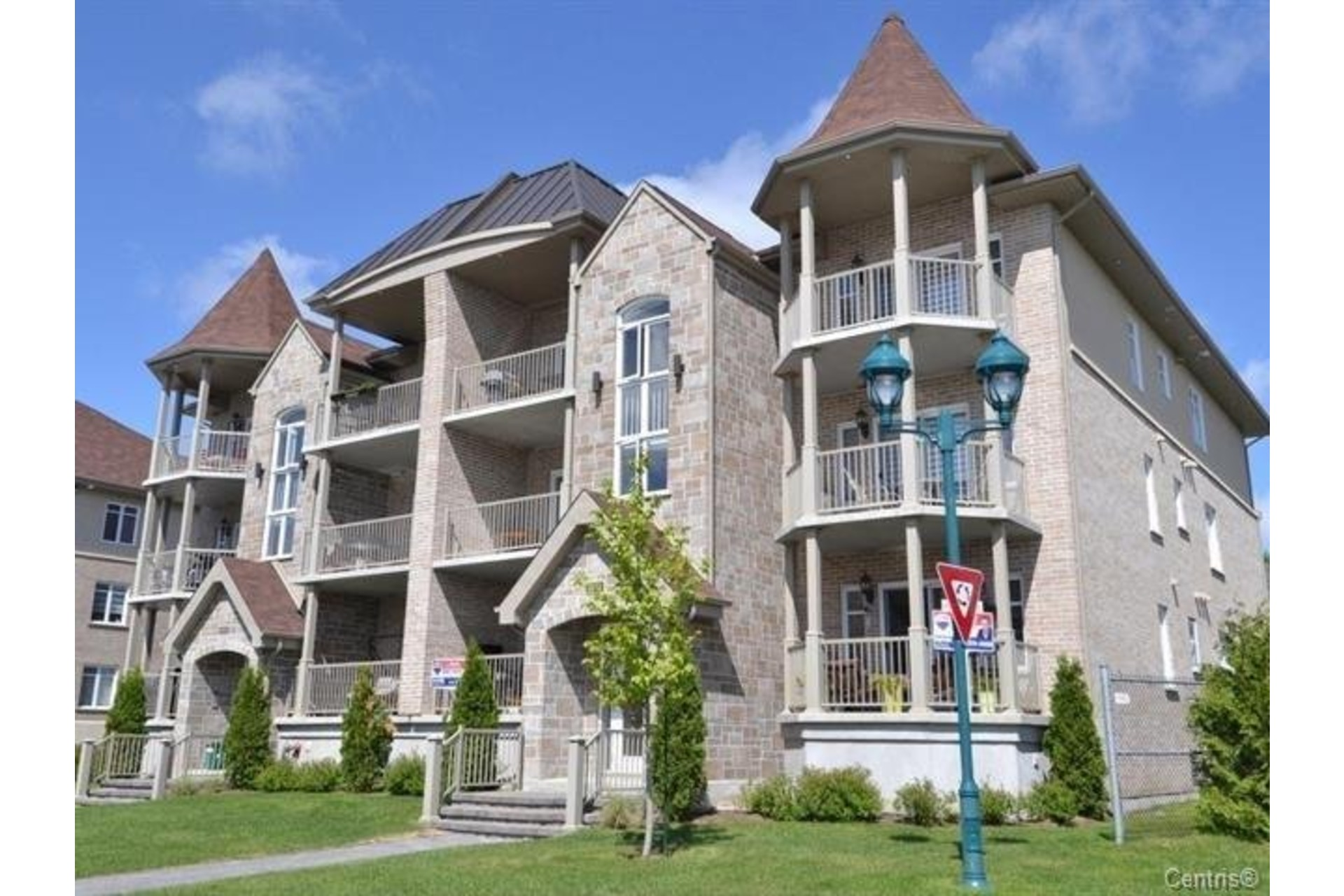 image 1 - Apartment For sale Laval Duvernay  - 7 rooms