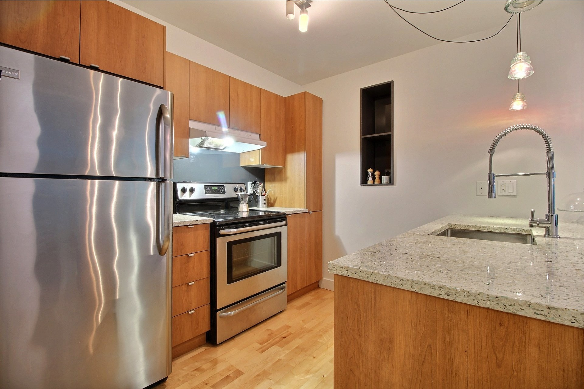 image 6 - Apartment For rent Montréal Mercier/Hochelaga-Maisonneuve  - 5 rooms