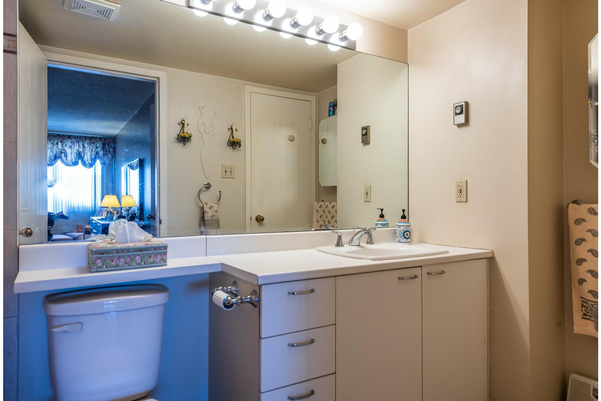 image 17 - Apartment For sale Montréal Saint-Laurent  - 5 rooms
