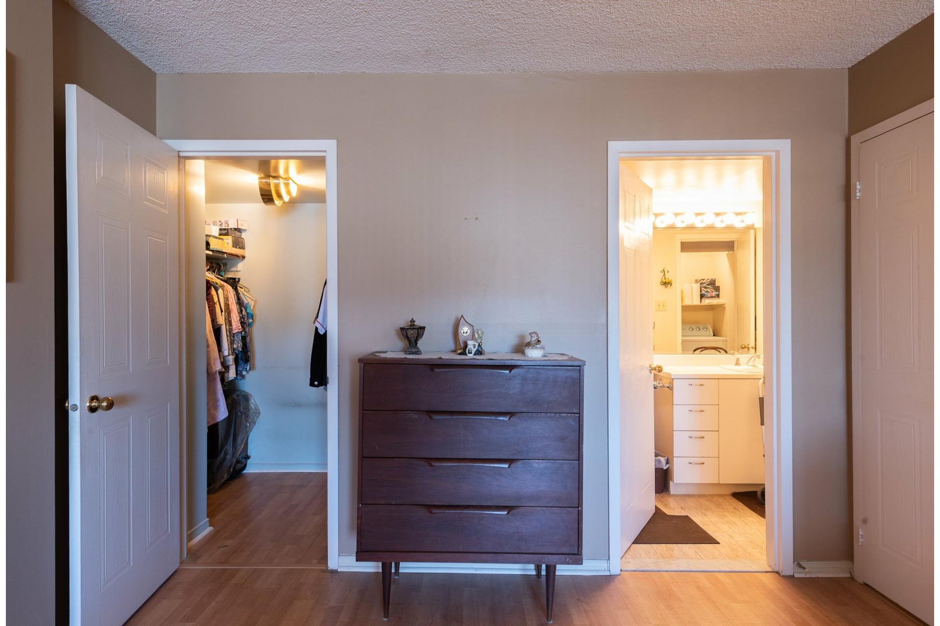 image 21 - Apartment For sale Montréal Saint-Laurent  - 5 rooms