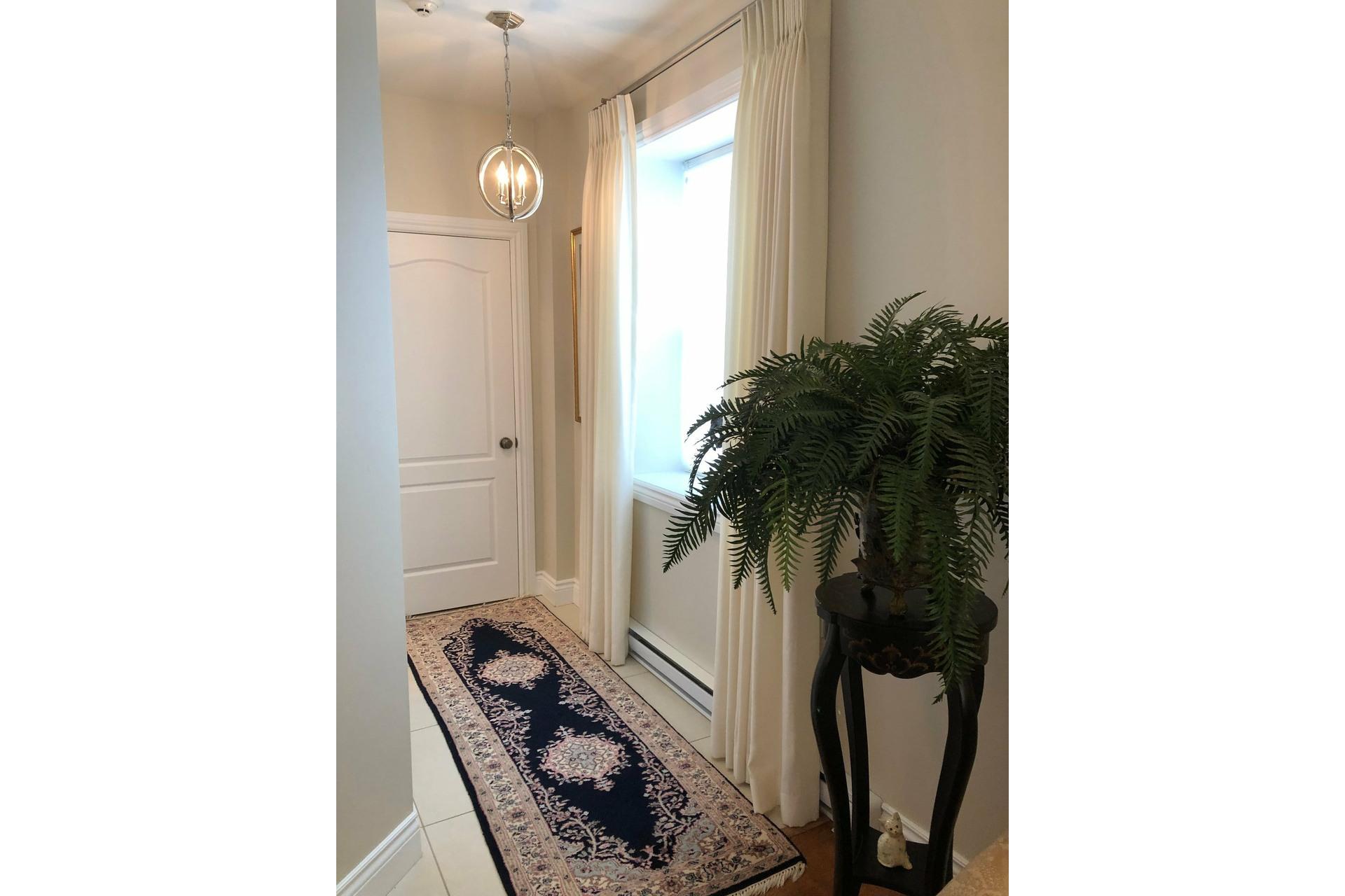 image 2 - Appartement À vendre Montréal Côte-des-Neiges/Notre-Dame-de-Grâce  - 5 pièces