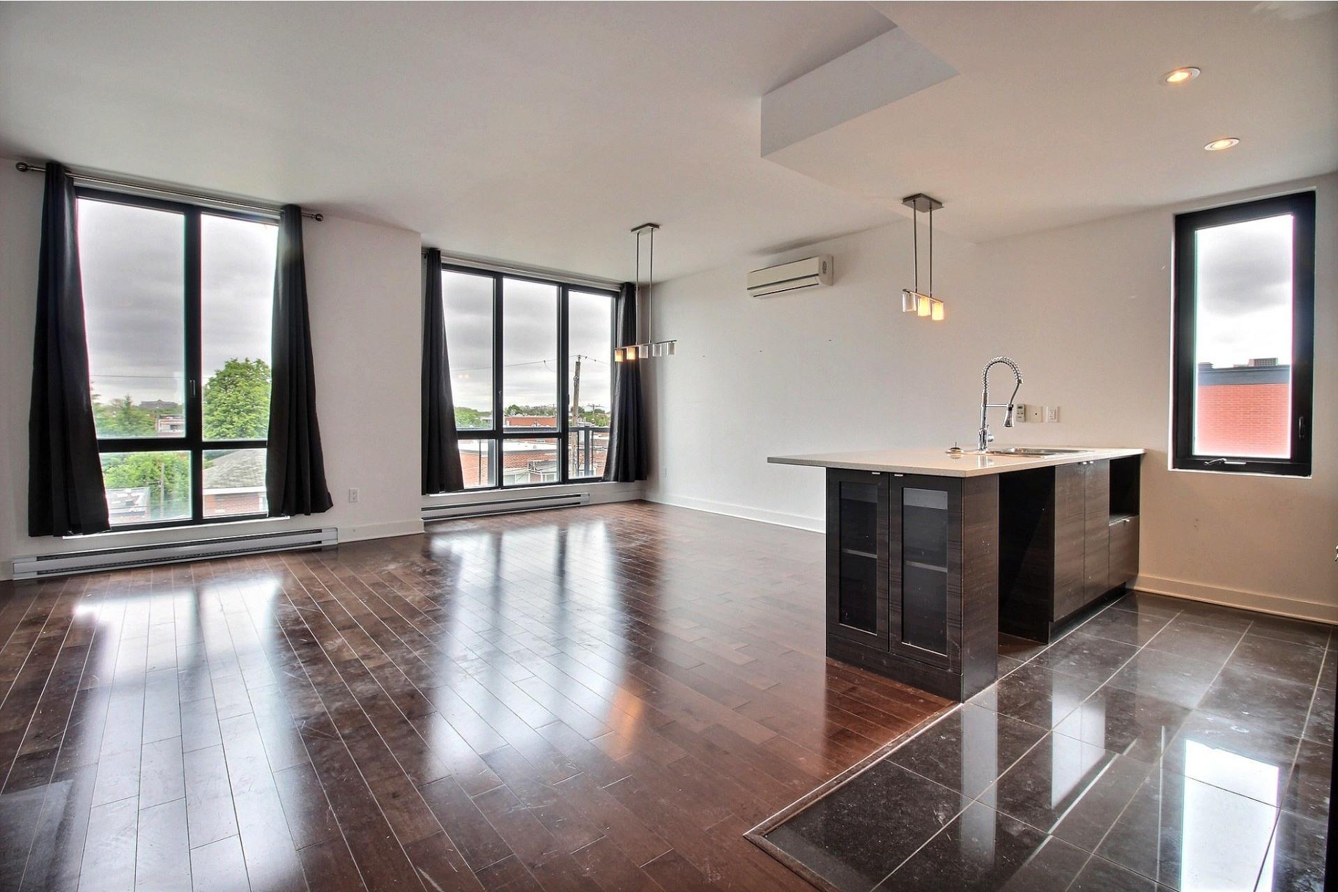 image 0 - Appartement À louer Montréal Villeray/Saint-Michel/Parc-Extension  - 6 pièces