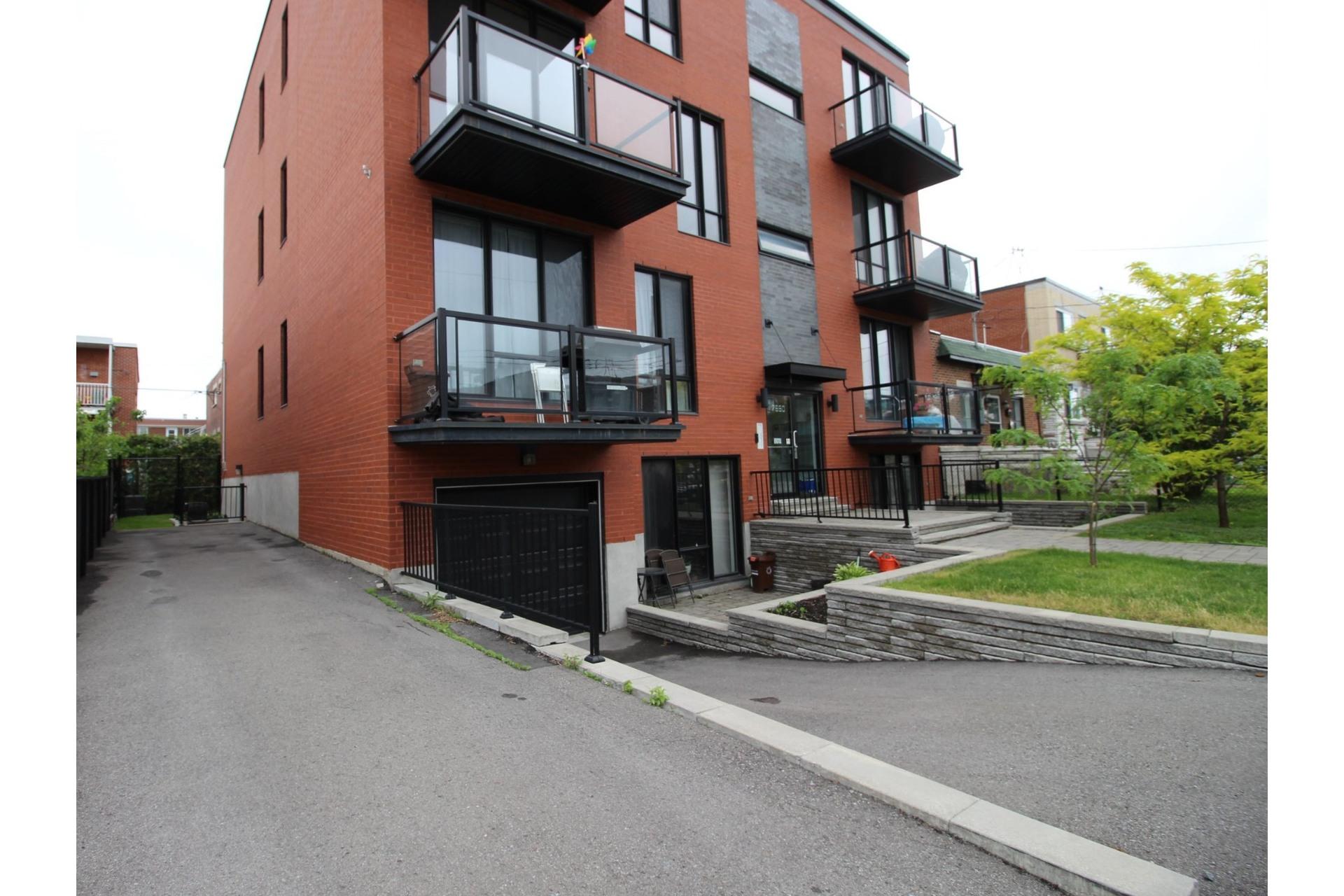 image 24 - Appartement À louer Montréal Villeray/Saint-Michel/Parc-Extension  - 6 pièces