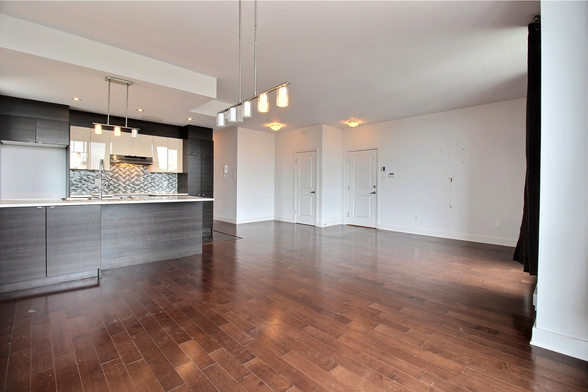 image 5 - Appartement À louer Montréal Villeray/Saint-Michel/Parc-Extension  - 6 pièces