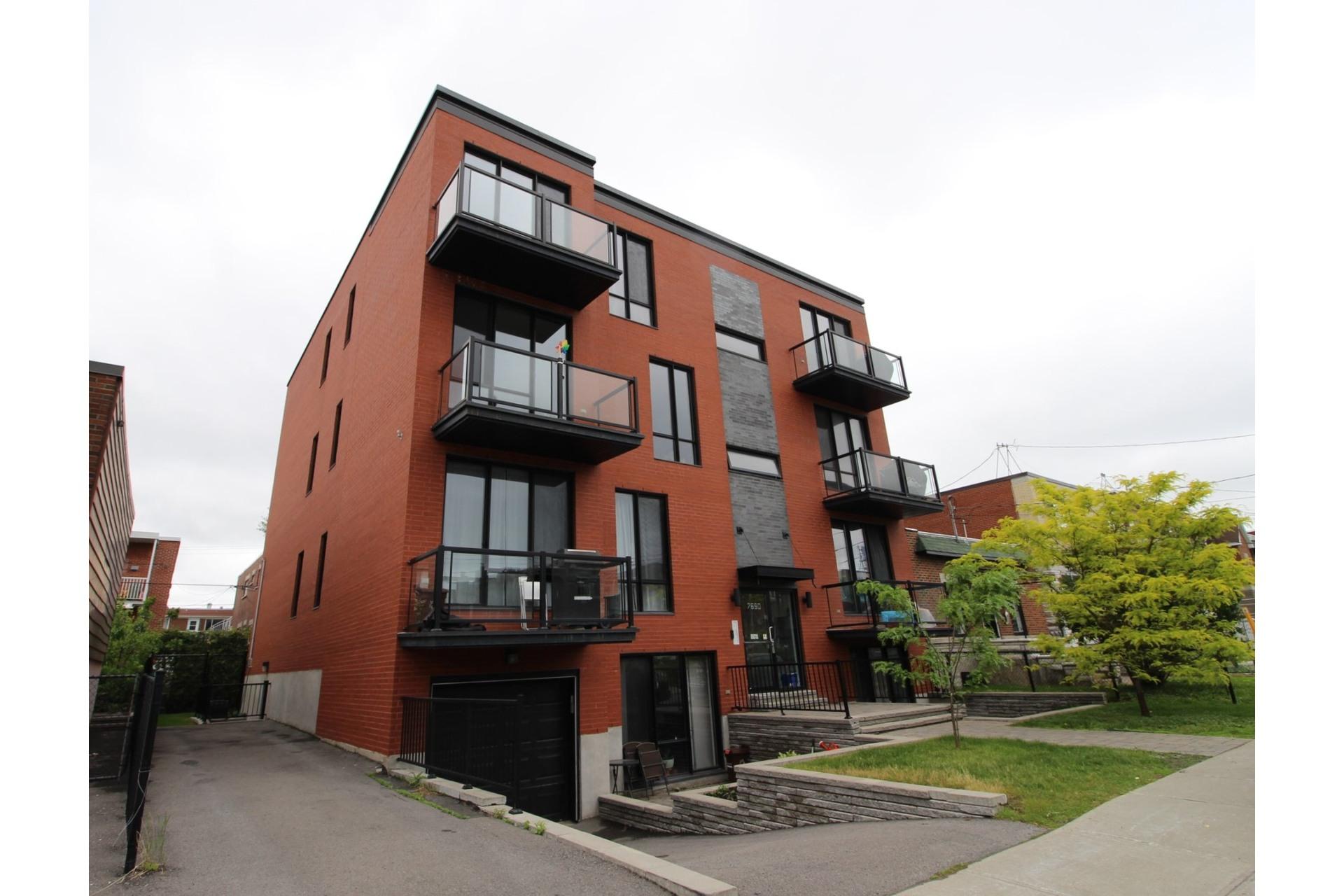 image 23 - Appartement À louer Montréal Villeray/Saint-Michel/Parc-Extension  - 6 pièces