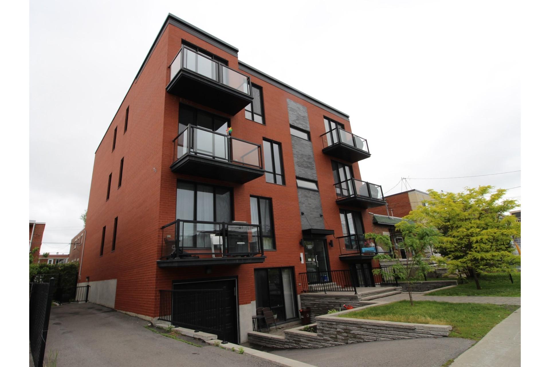 image 1 - Appartement À louer Montréal Villeray/Saint-Michel/Parc-Extension  - 6 pièces