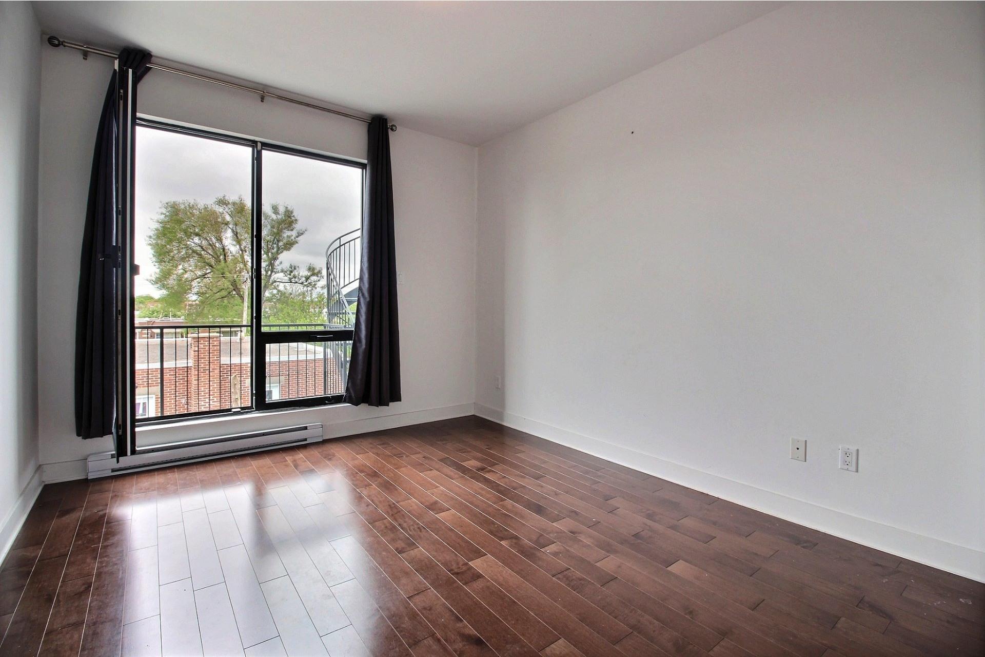 image 13 - Appartement À louer Montréal Villeray/Saint-Michel/Parc-Extension  - 6 pièces