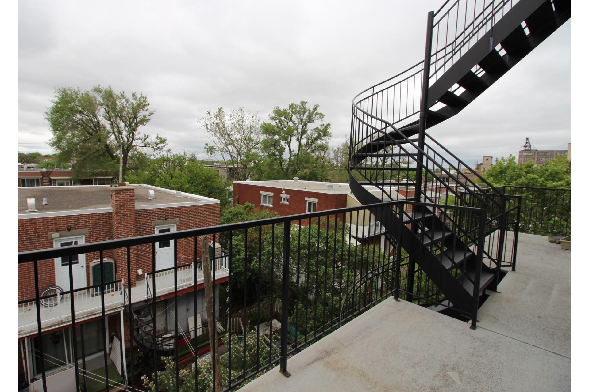 image 14 - Appartement À louer Montréal Villeray/Saint-Michel/Parc-Extension  - 6 pièces