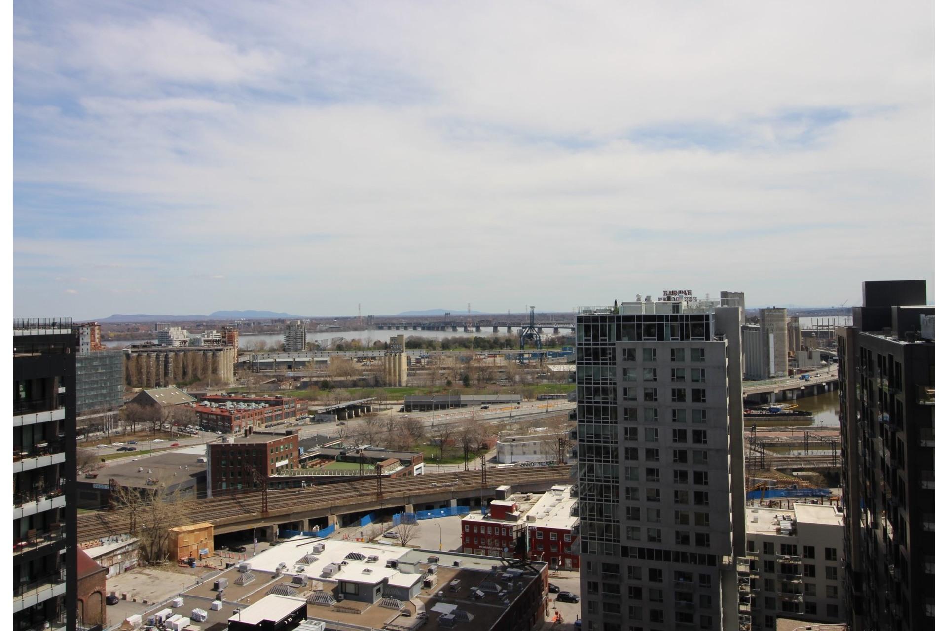 image 22 - Appartement À louer Montréal Le Sud-Ouest  - 6 pièces