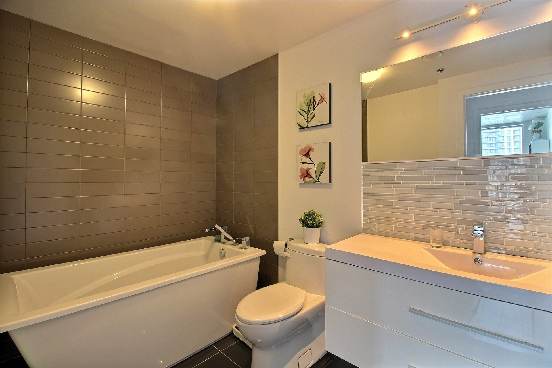 image 16 - Apartment For rent Montréal Le Sud-Ouest  - 6 rooms