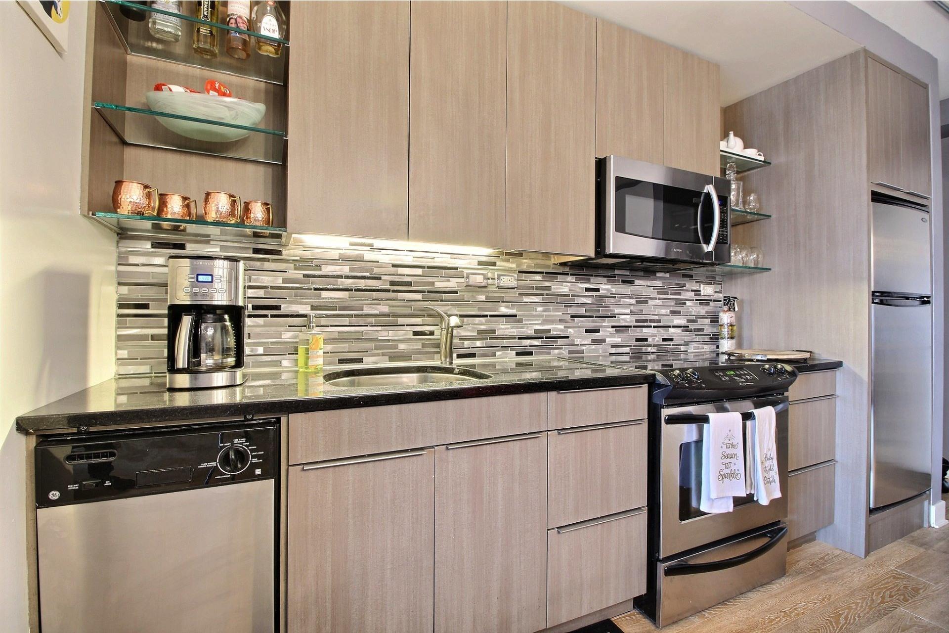image 4 - Apartment For rent Montréal Le Sud-Ouest  - 3 rooms