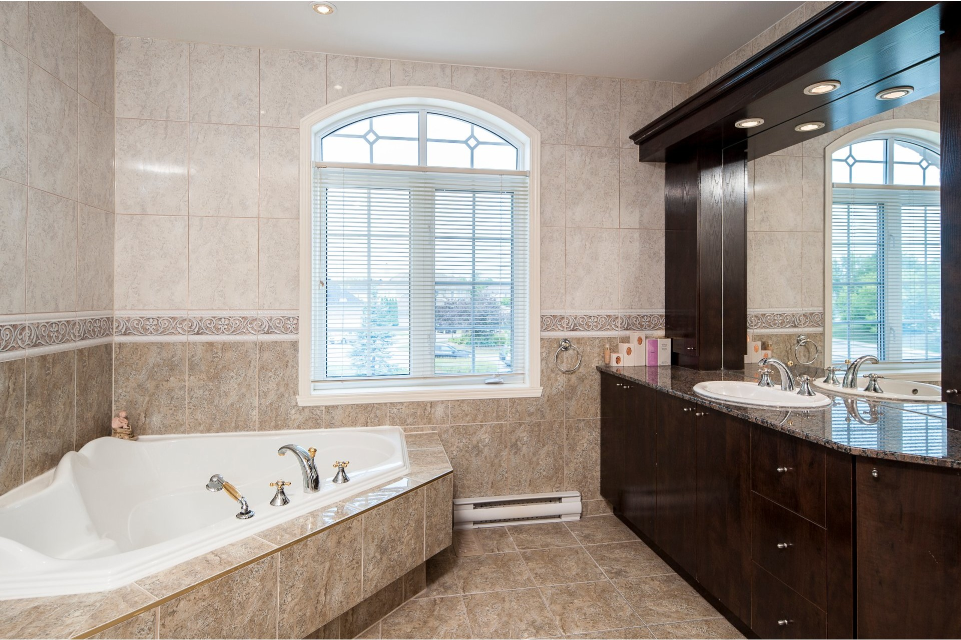 image 21 - House For sale Kirkland - 16 rooms