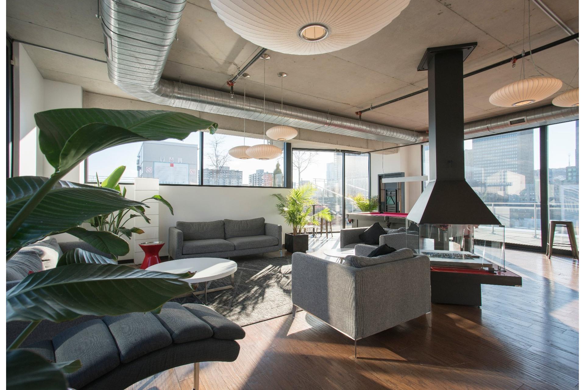 image 17 - Appartement À louer Montréal Le Sud-Ouest  - 6 pièces