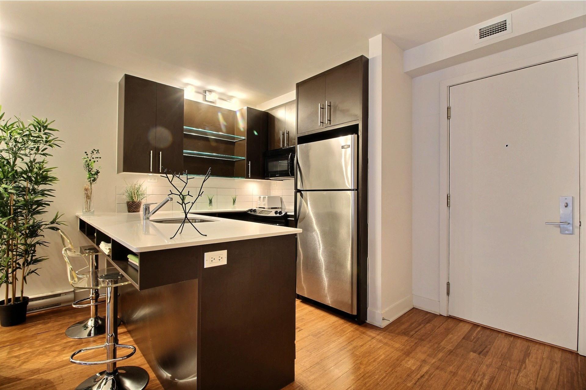 image 6 - Appartement À louer Montréal Le Sud-Ouest  - 6 pièces