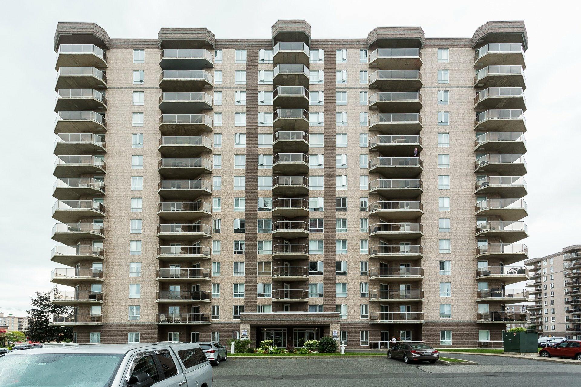 image 0 - Apartment For rent Anjou Montréal  - 7 rooms