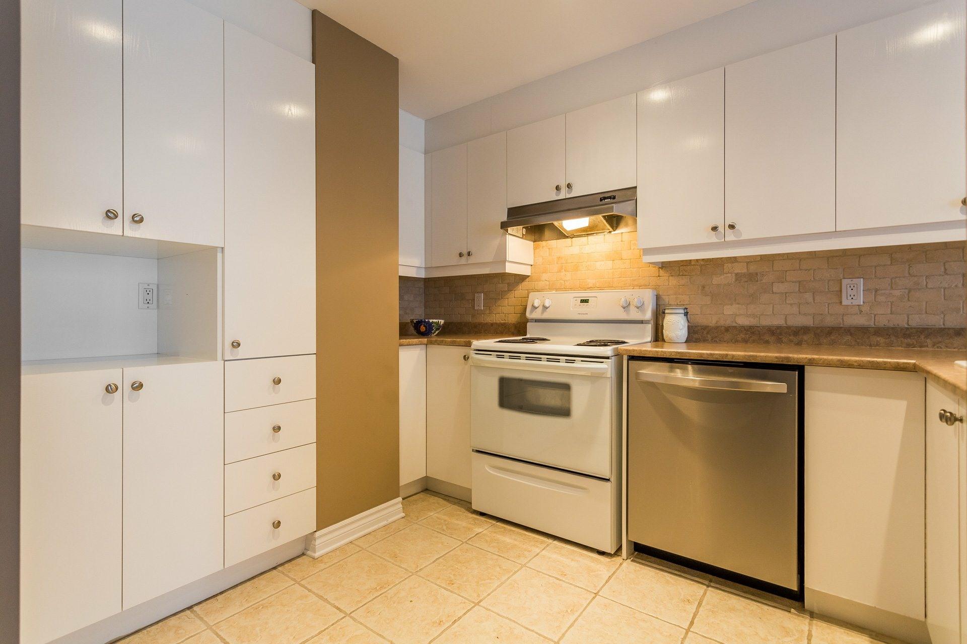 image 4 - Apartment For rent Anjou Montréal  - 7 rooms