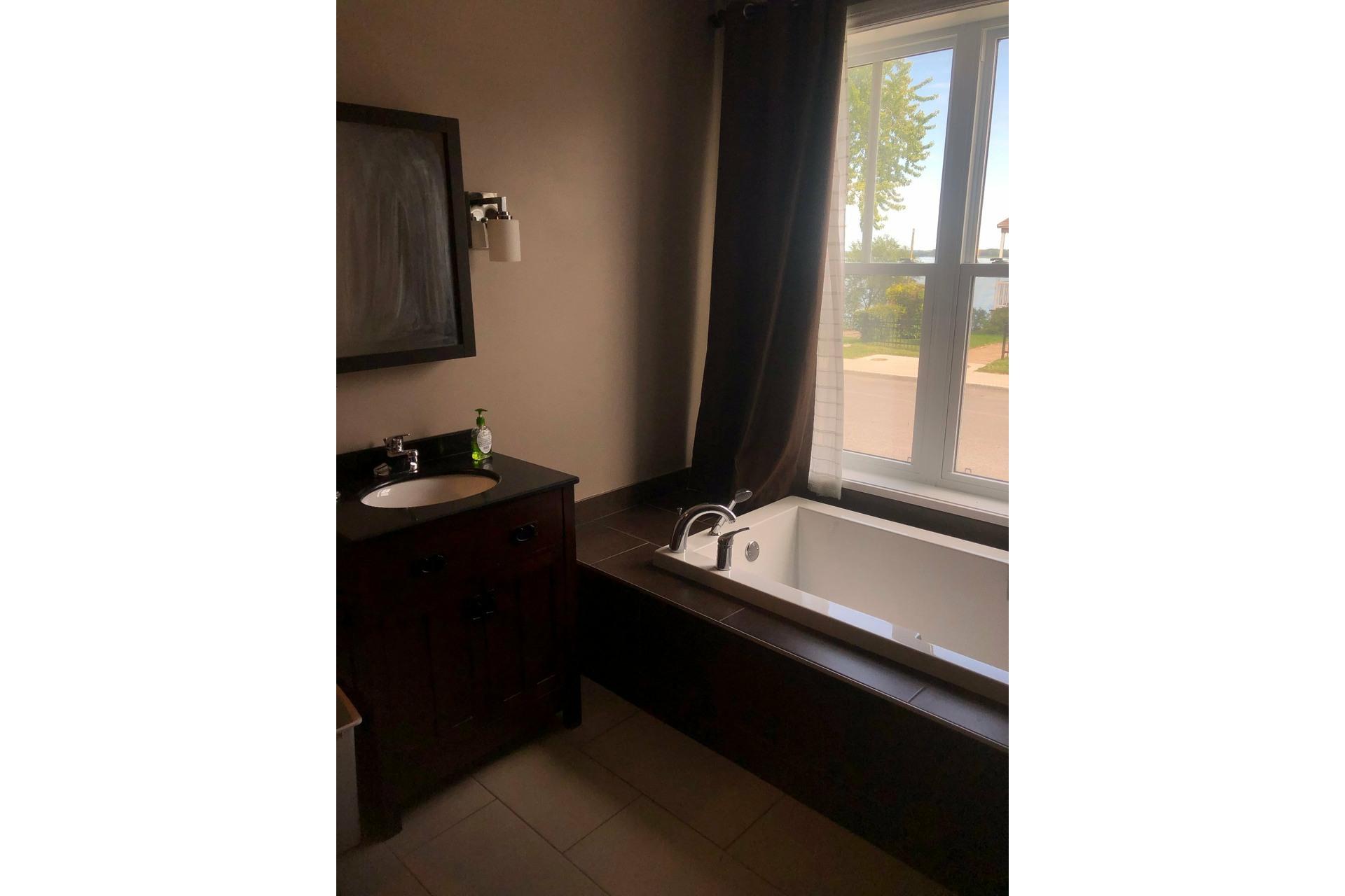 image 7 - House For rent Rivière-des-Prairies/Pointe-aux-Trembles Montréal  - 7 rooms
