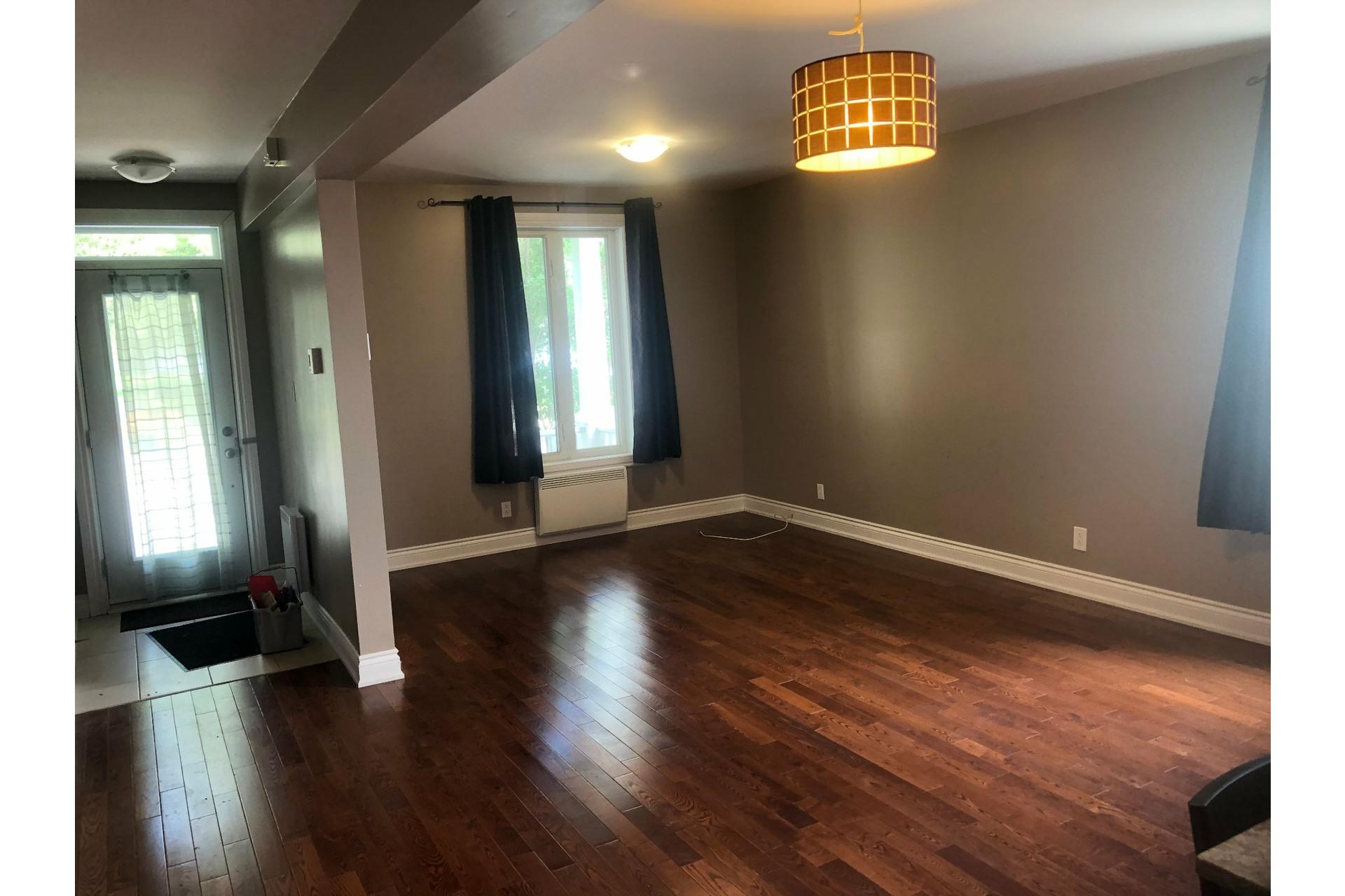 image 9 - House For rent Rivière-des-Prairies/Pointe-aux-Trembles Montréal  - 7 rooms