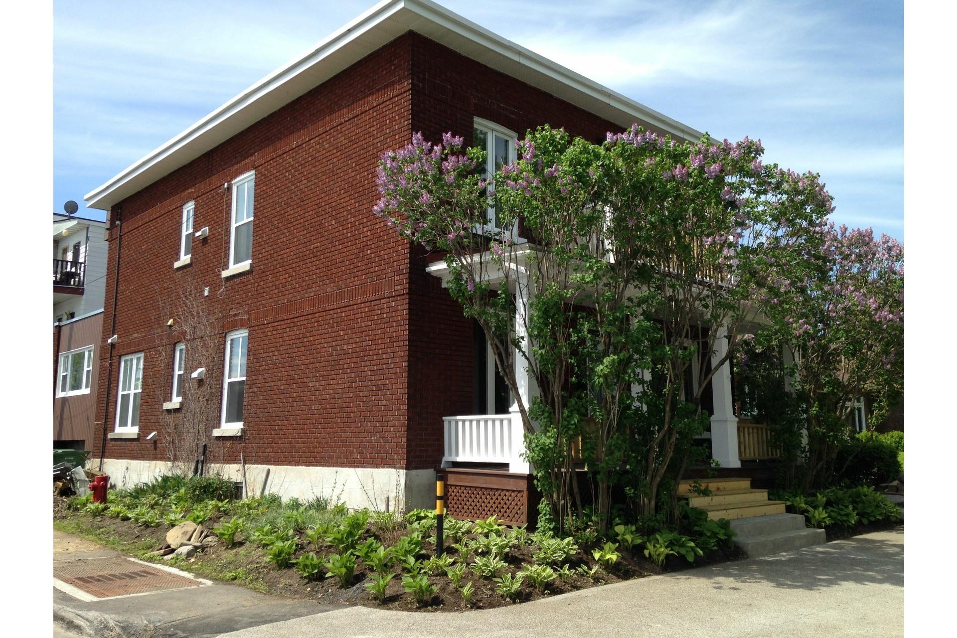image 0 - House For rent Rivière-des-Prairies/Pointe-aux-Trembles Montréal  - 7 rooms