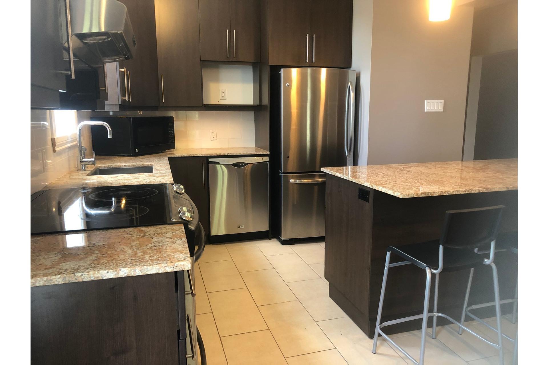 image 5 - House For rent Rivière-des-Prairies/Pointe-aux-Trembles Montréal  - 7 rooms