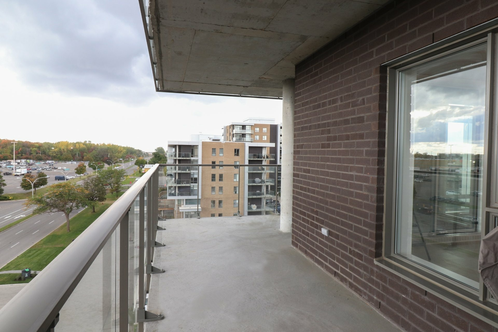 image 21 - Apartment For rent Pointe-Claire - 11 rooms