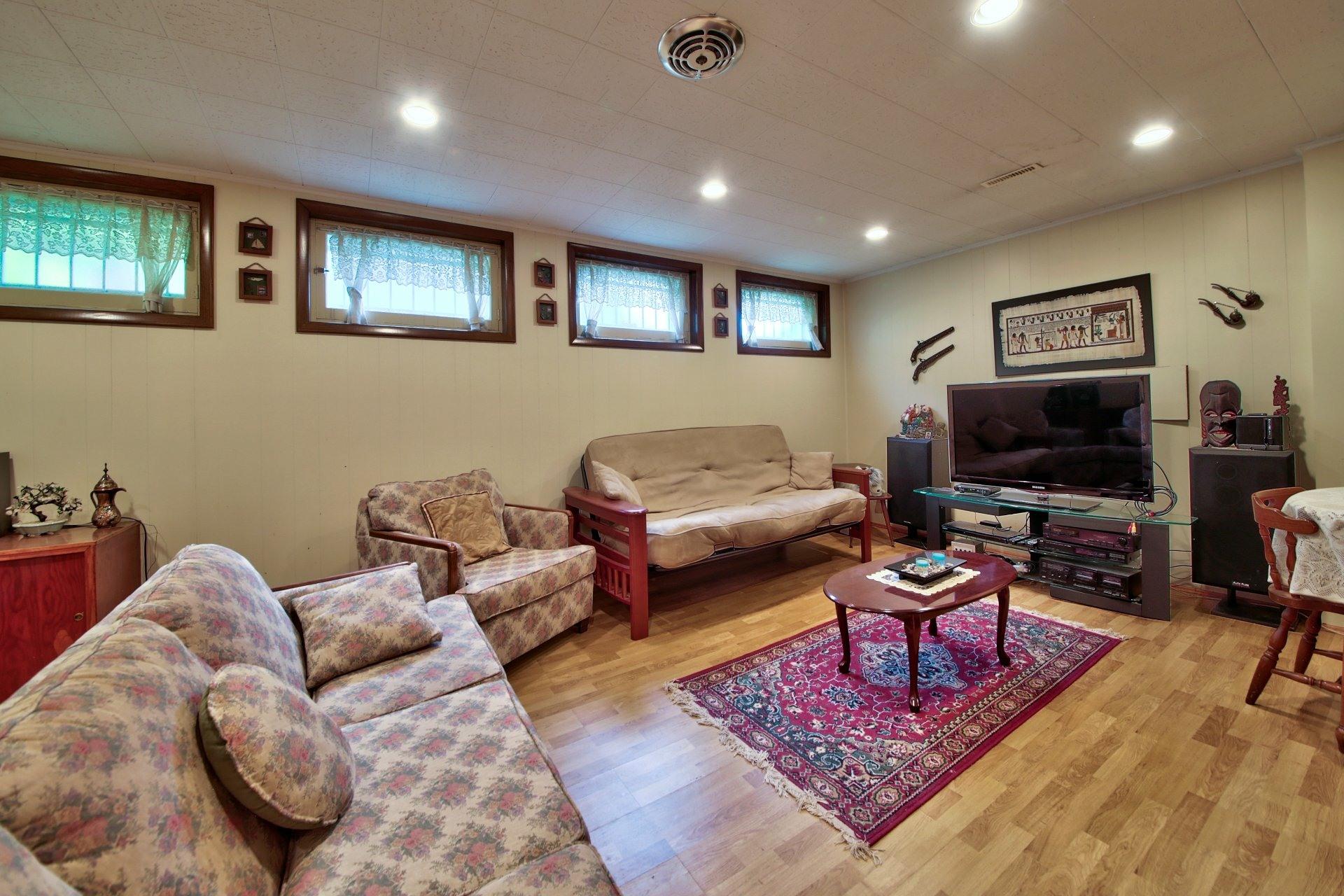 image 18 - House For sale Ahuntsic-Cartierville Montréal  - 11 rooms