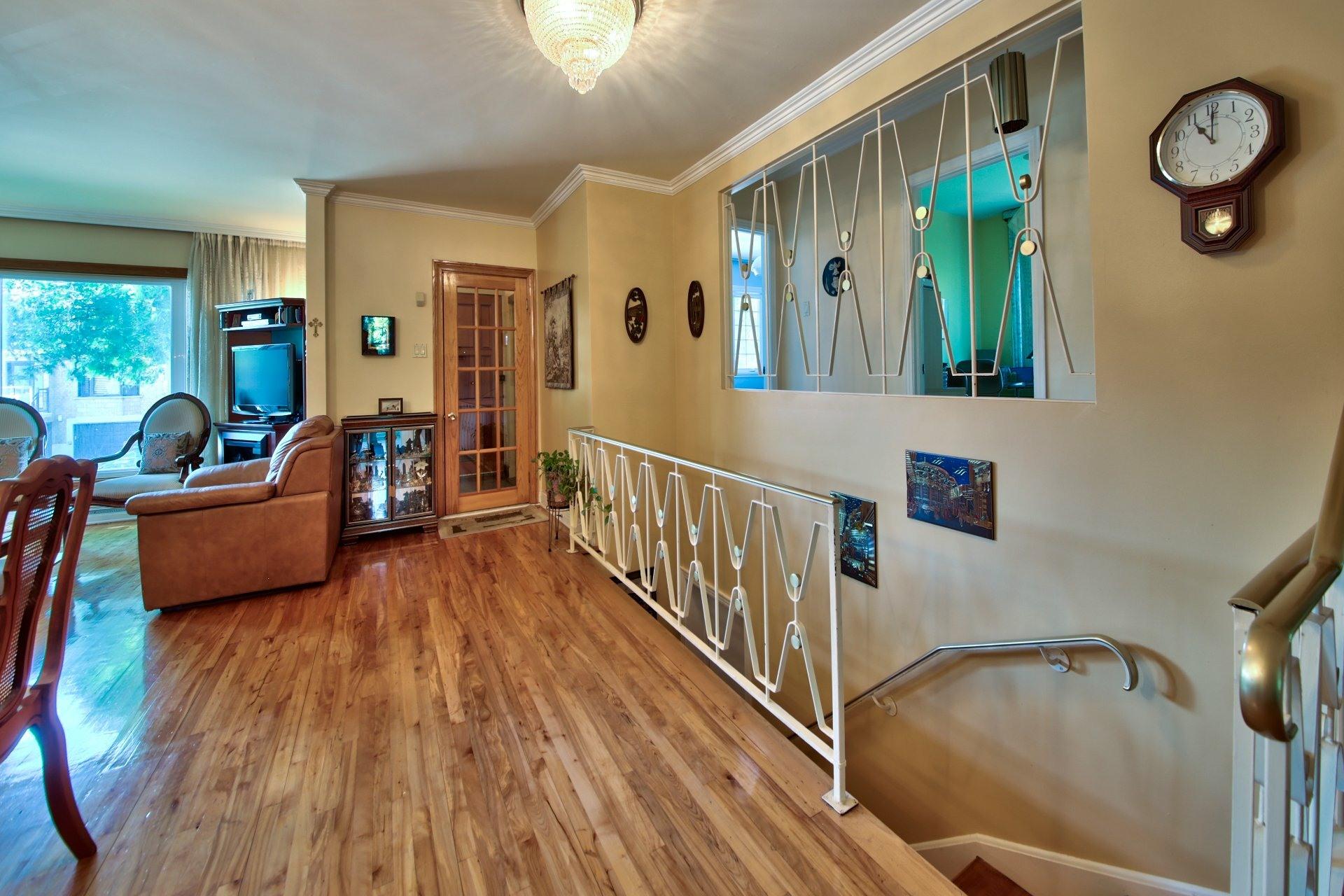 image 2 - House For sale Ahuntsic-Cartierville Montréal  - 11 rooms