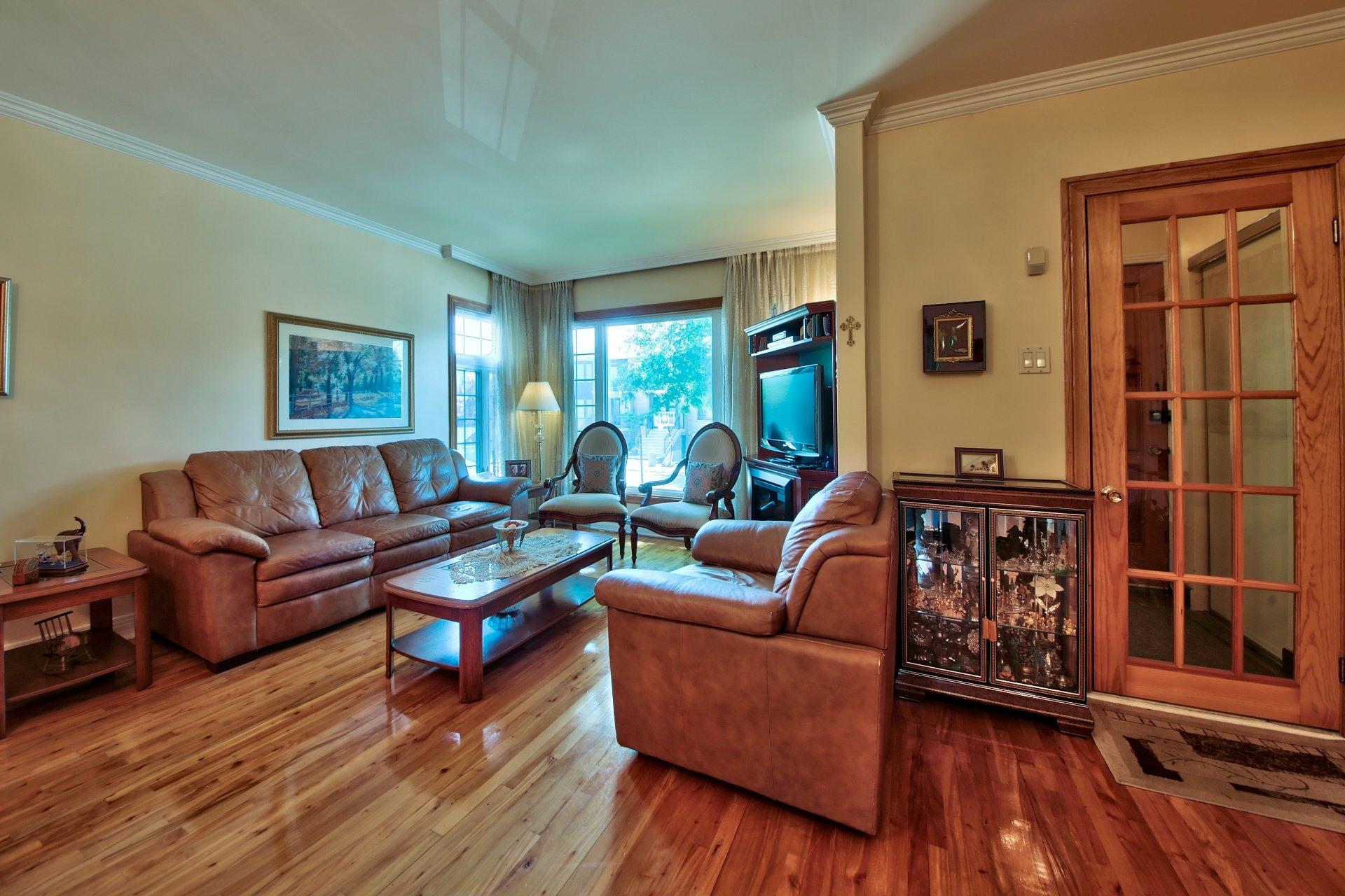 image 3 - House For sale Ahuntsic-Cartierville Montréal  - 11 rooms