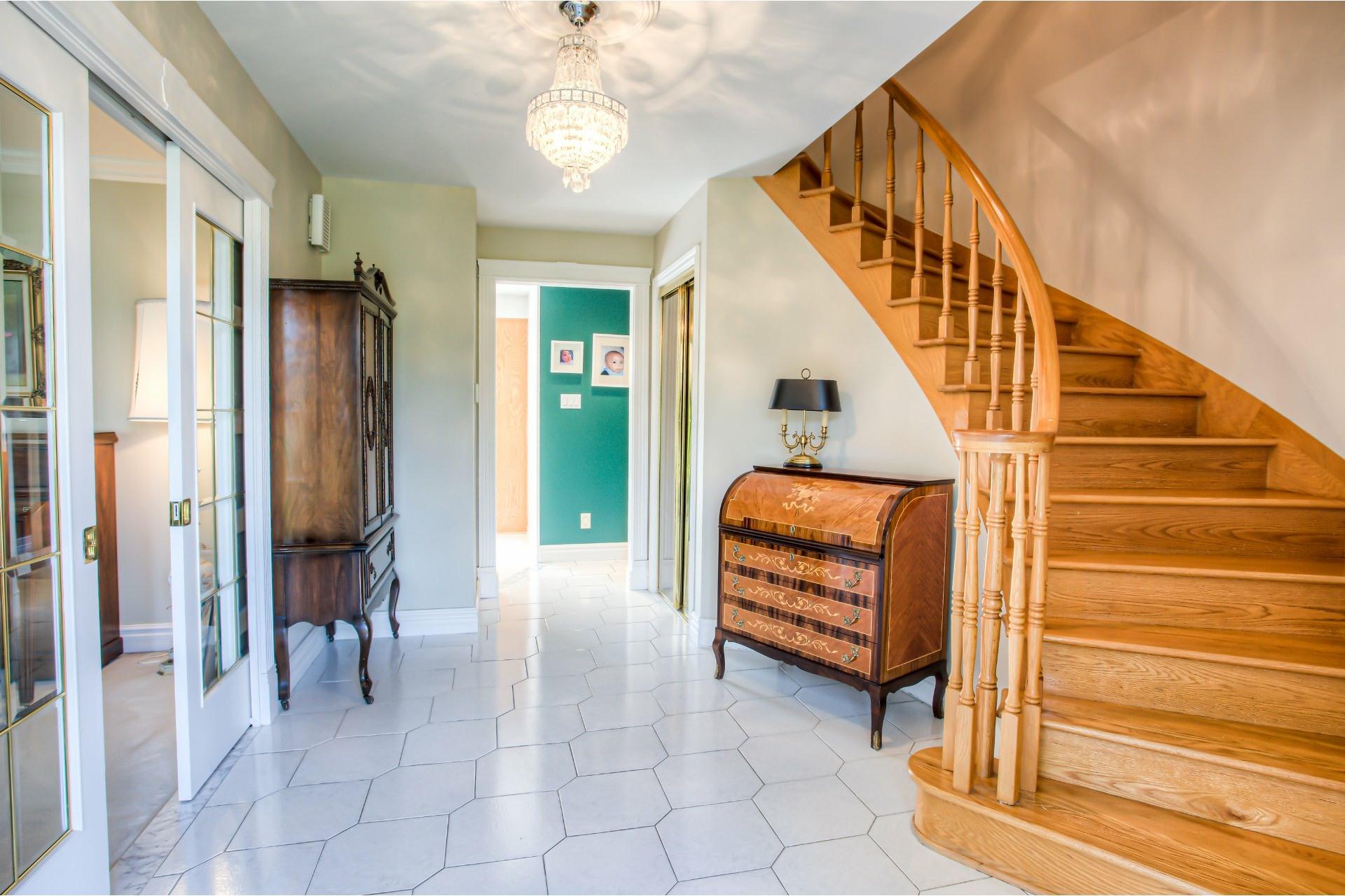 image 2 - House For sale Kirkland - 11 rooms