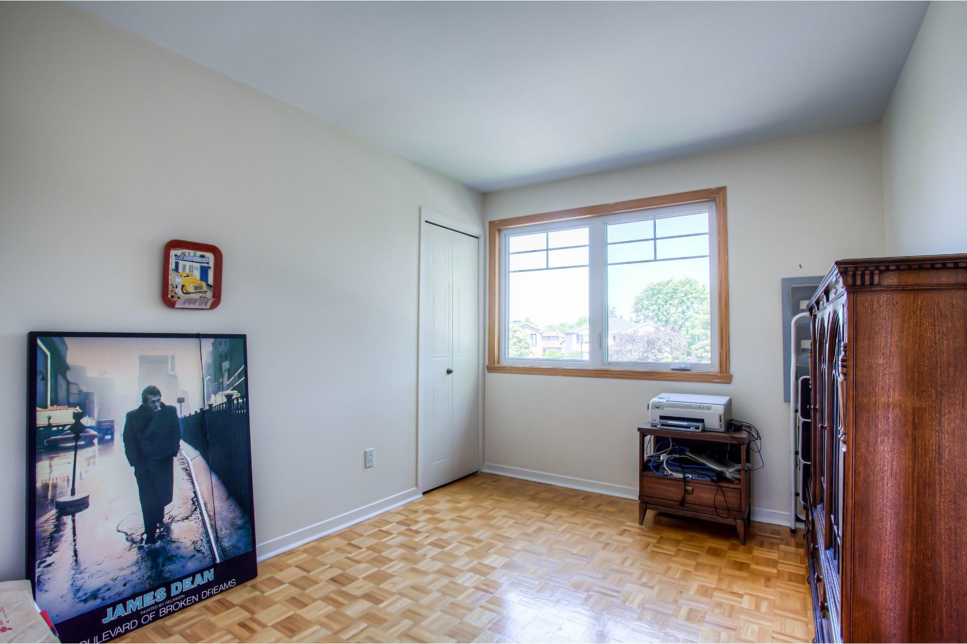 image 18 - House For sale Kirkland - 11 rooms