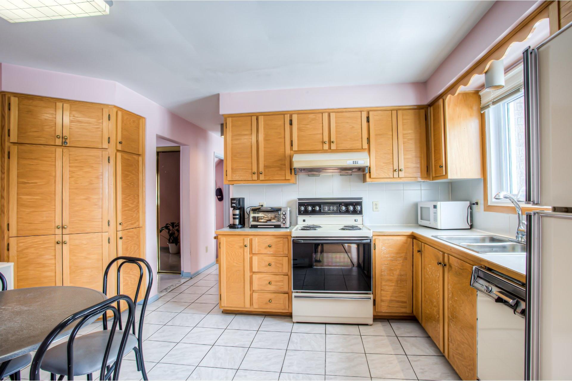 image 8 - House For sale Kirkland - 8 rooms
