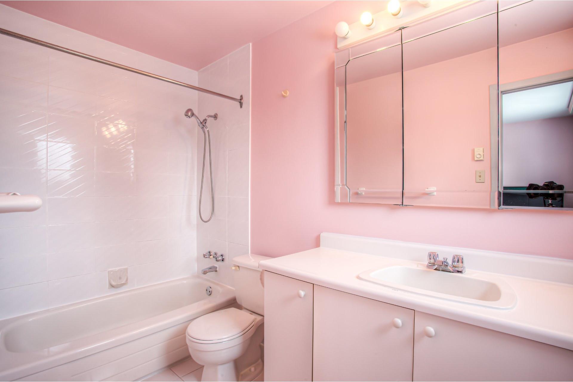 image 18 - House For sale Kirkland - 8 rooms