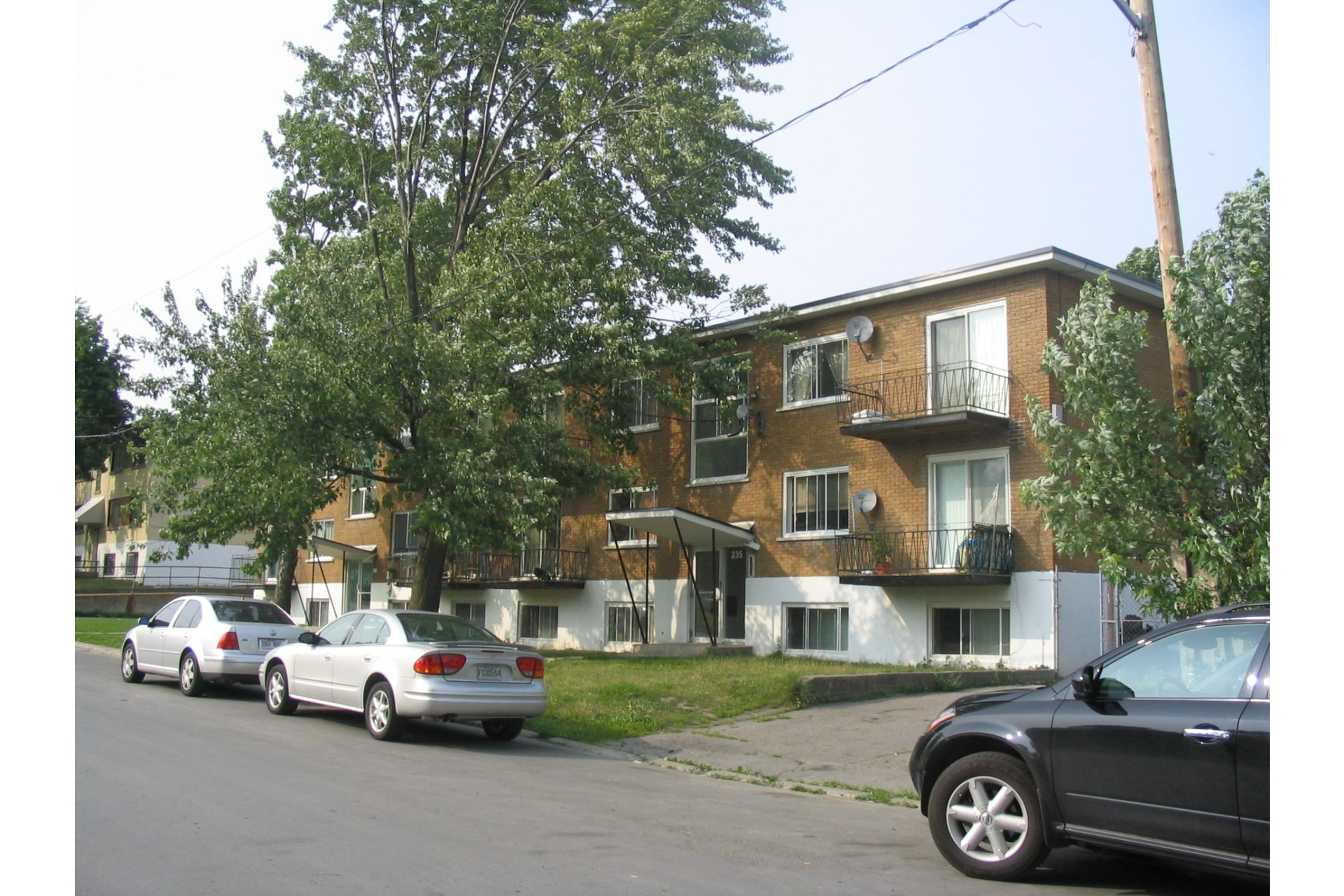 image 1 - Income property For sale Duvernay Laval  - 5 rooms