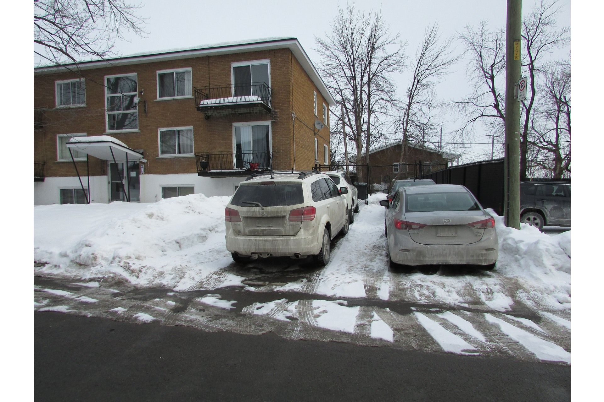 image 2 - Income property For sale Duvernay Laval  - 5 rooms