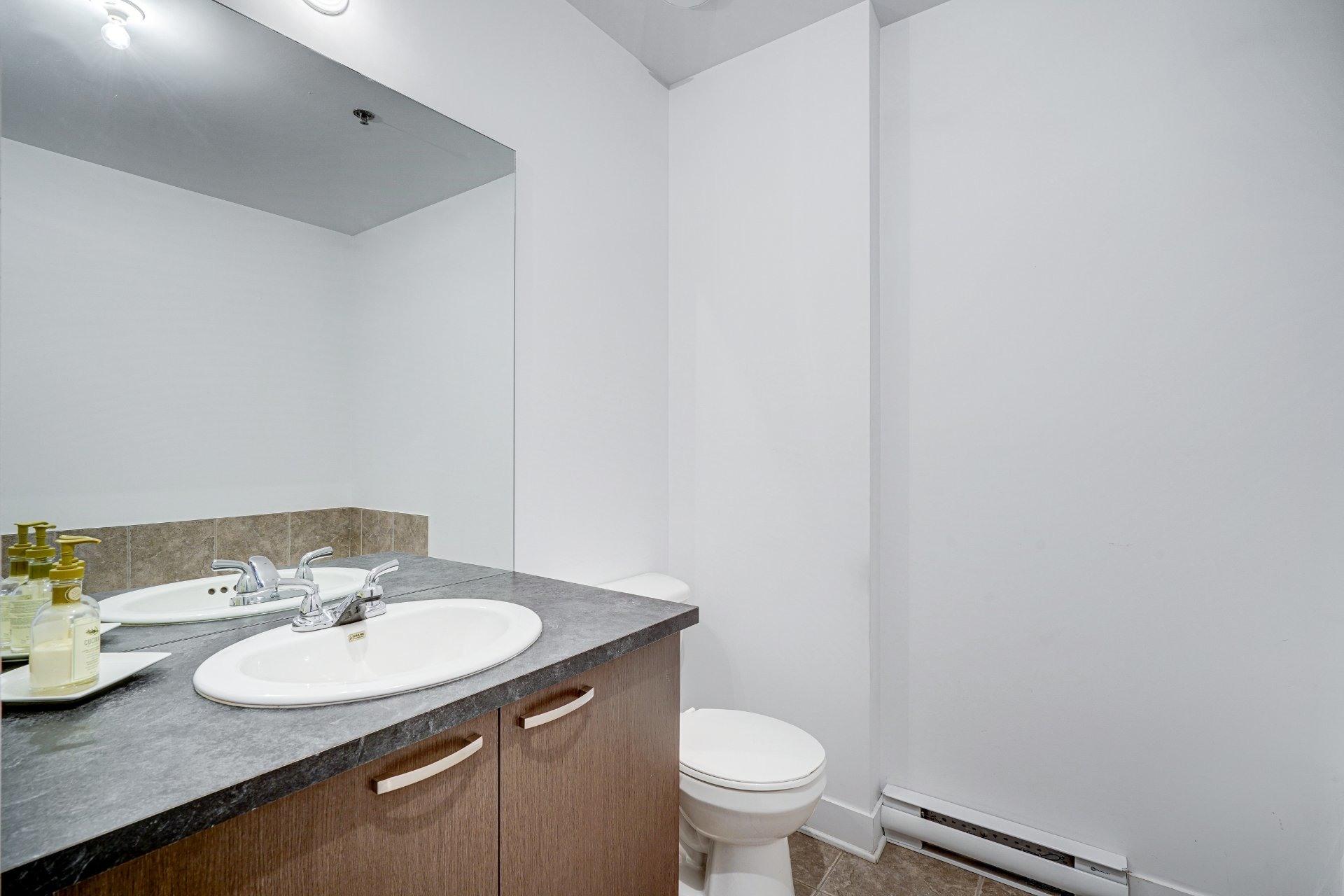 image 15 - Appartement À vendre Saint-Laurent Montréal  - 7 pièces