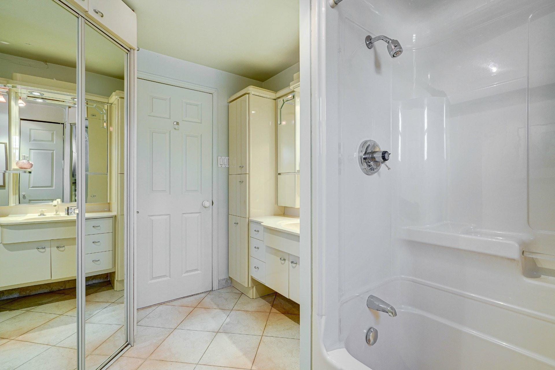 image 16 - Triplex For sale Dorval - 4 rooms