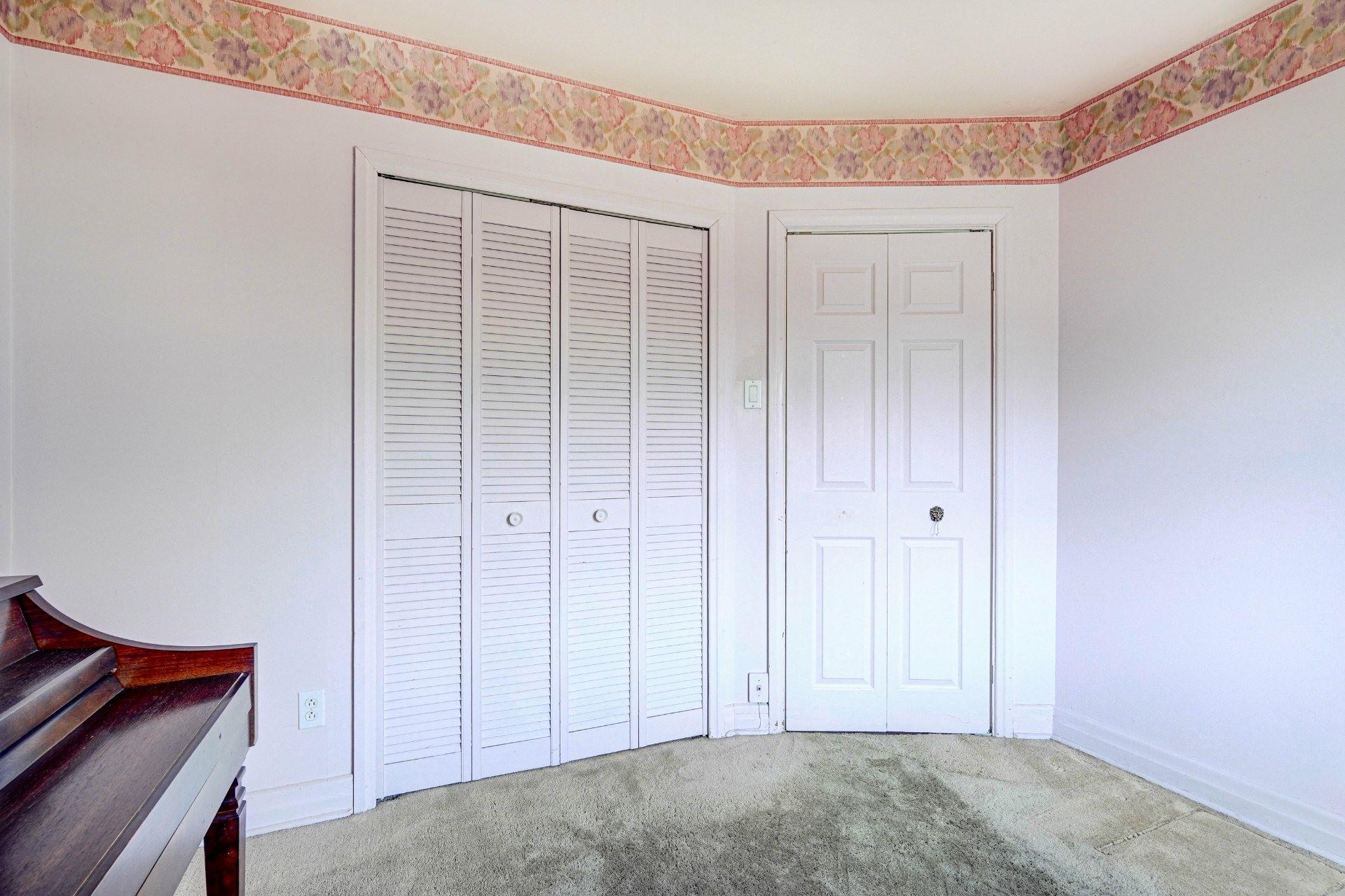 image 12 - Triplex For sale Dorval - 4 rooms