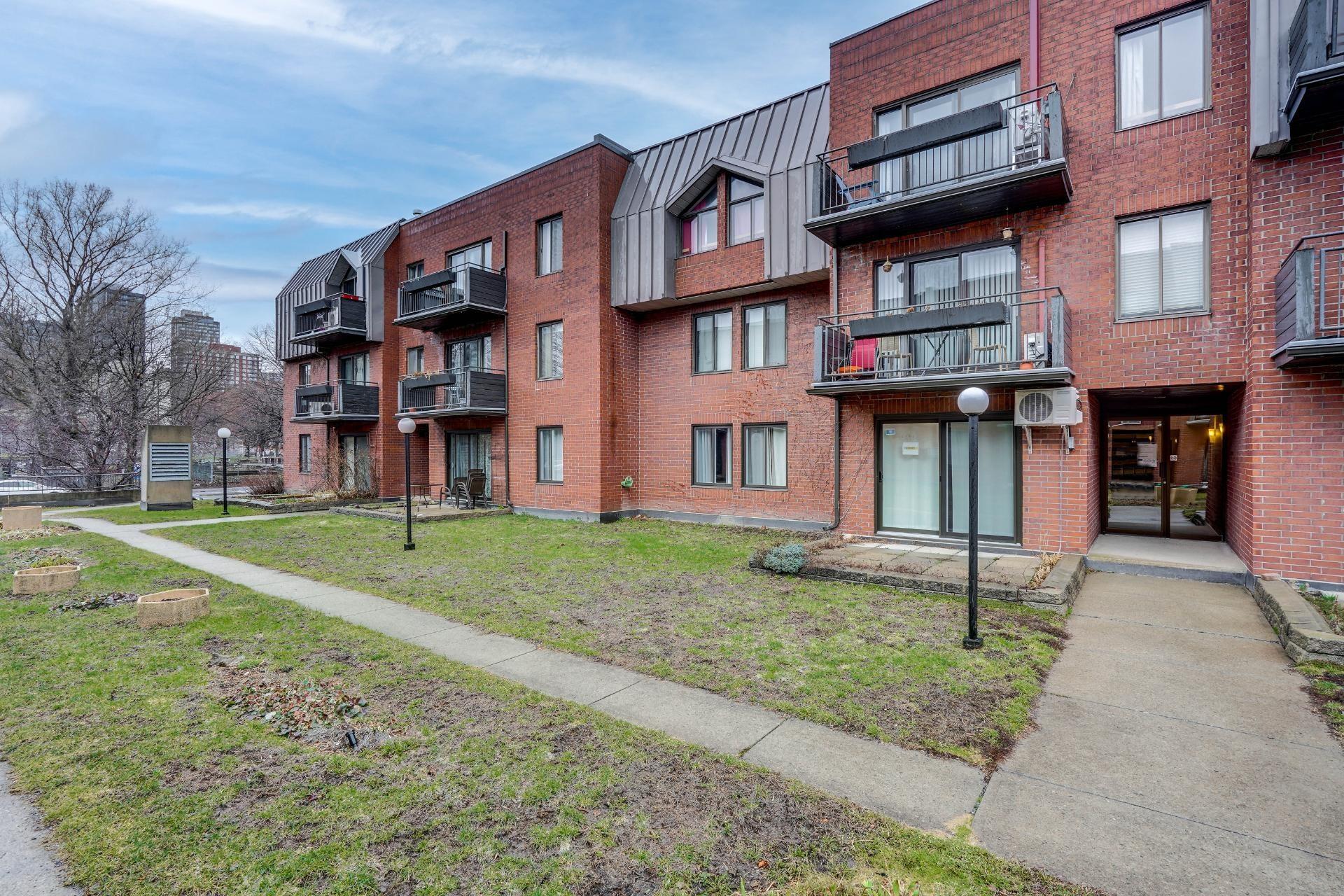 image 0 - Appartement À louer Le Sud-Ouest Montréal  - 10 pièces