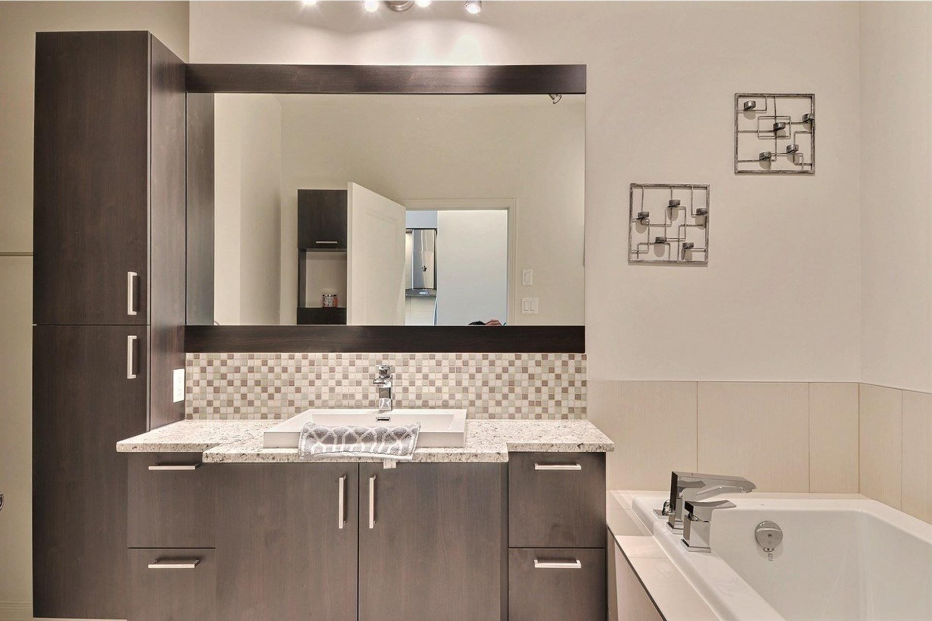 image 15 - Appartamento In Affitto Saint-Laurent Montréal  - 5 stanze