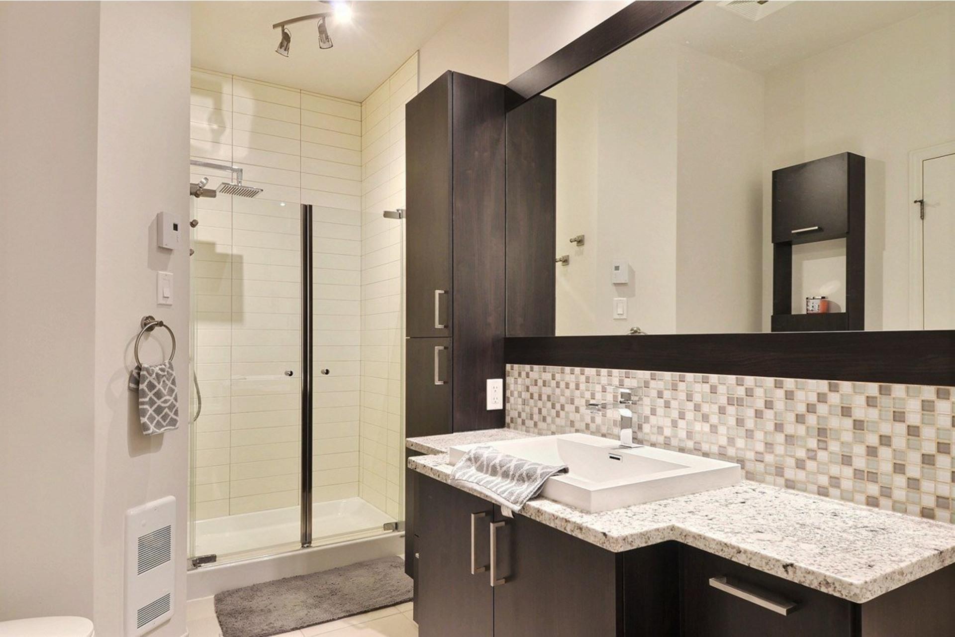 image 8 - Appartamento In Affitto Saint-Laurent Montréal  - 5 stanze