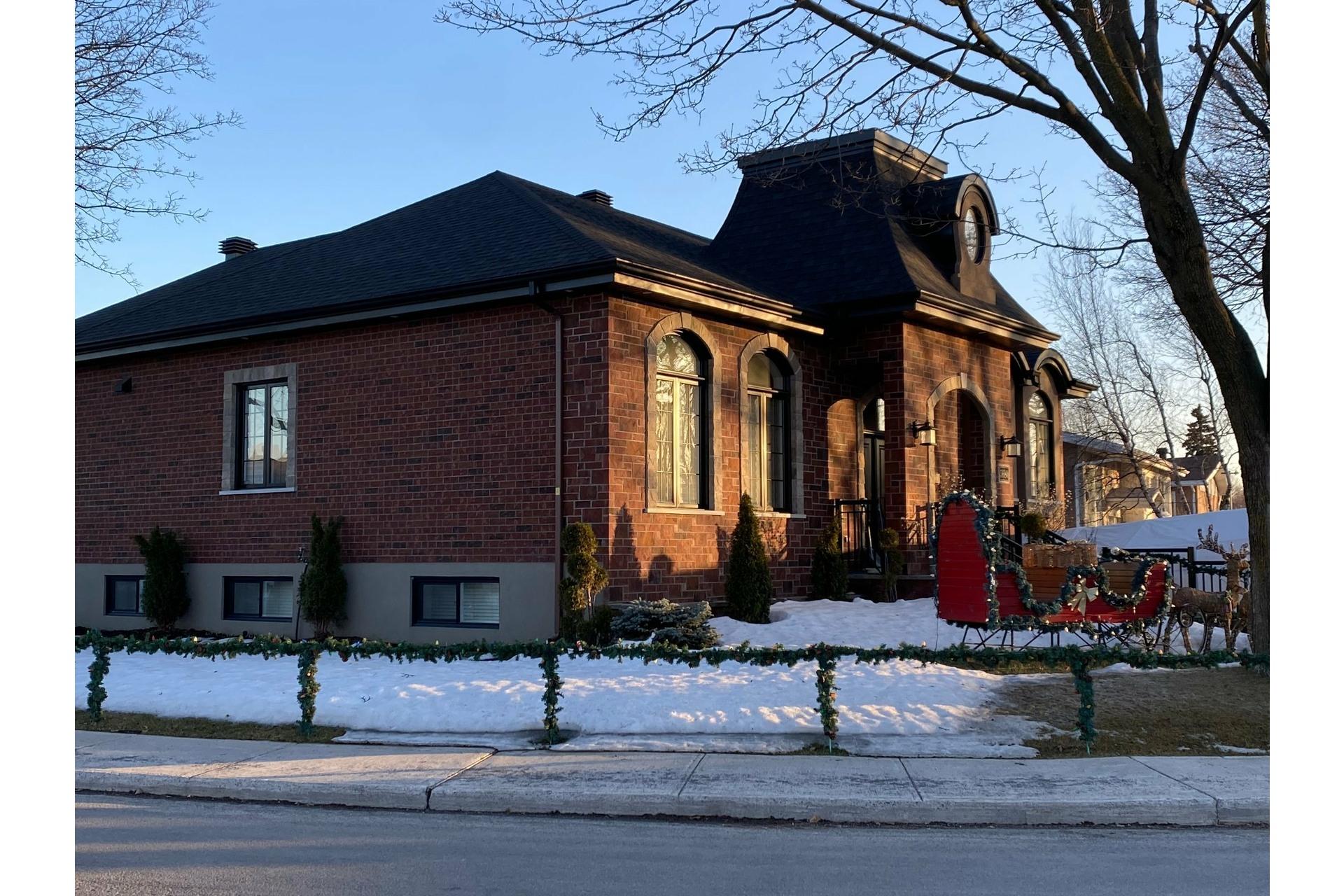 image 1 - Maison À vendre Saint-Léonard Montréal  - 9 pièces