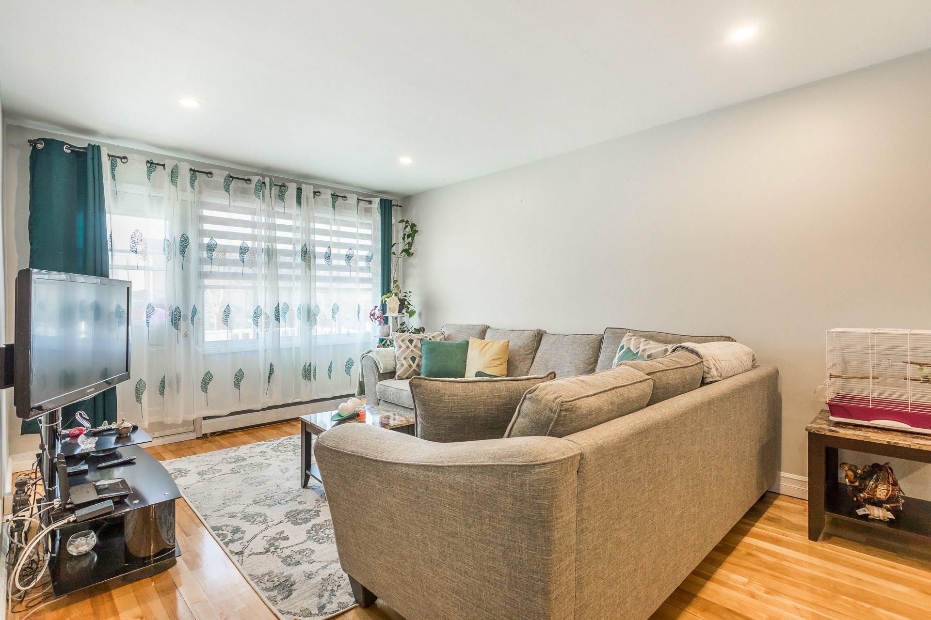 image 3 - Duplex For sale Ahuntsic-Cartierville Montréal  - 8 rooms