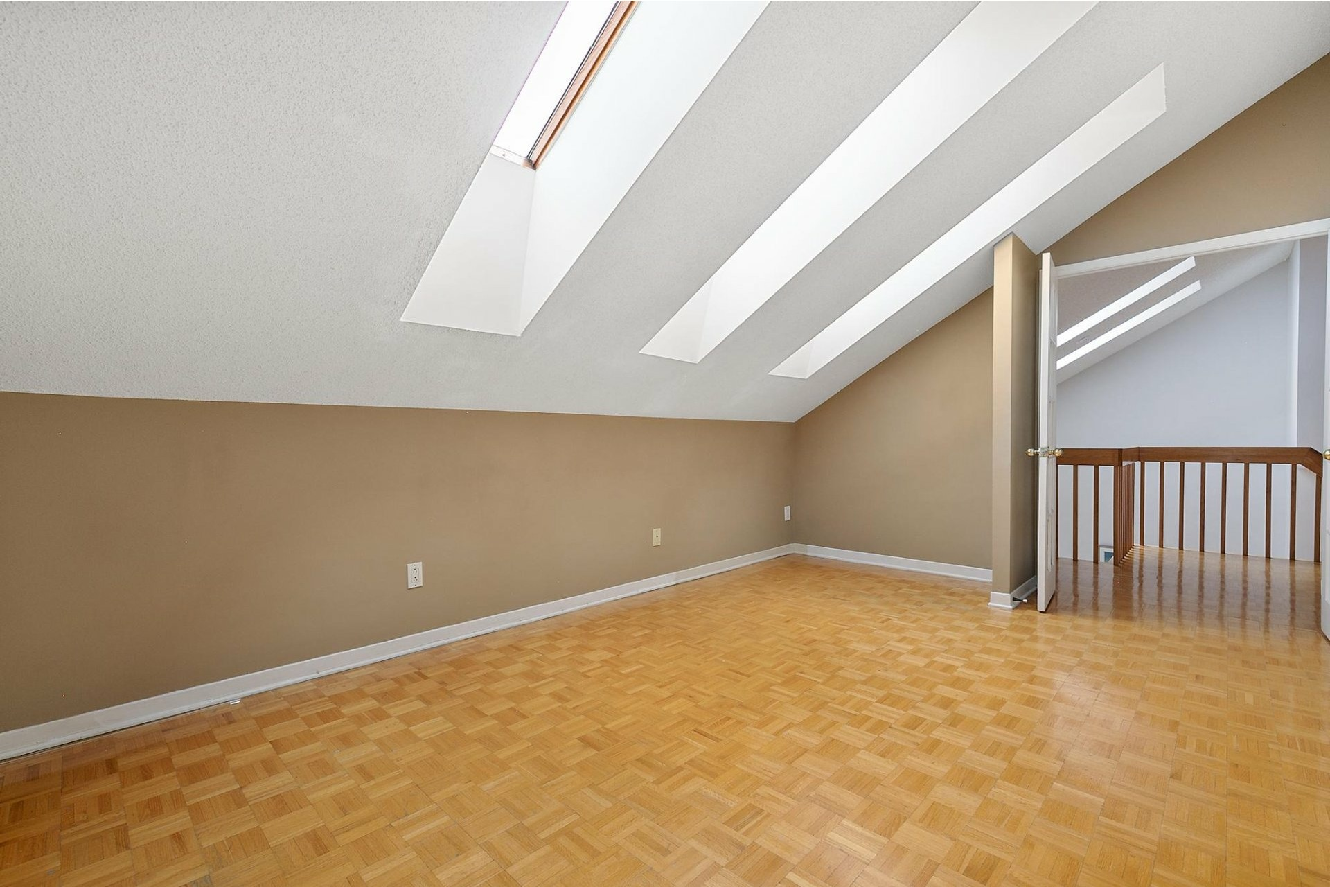 image 14 - House For sale Kirkland - 12 rooms
