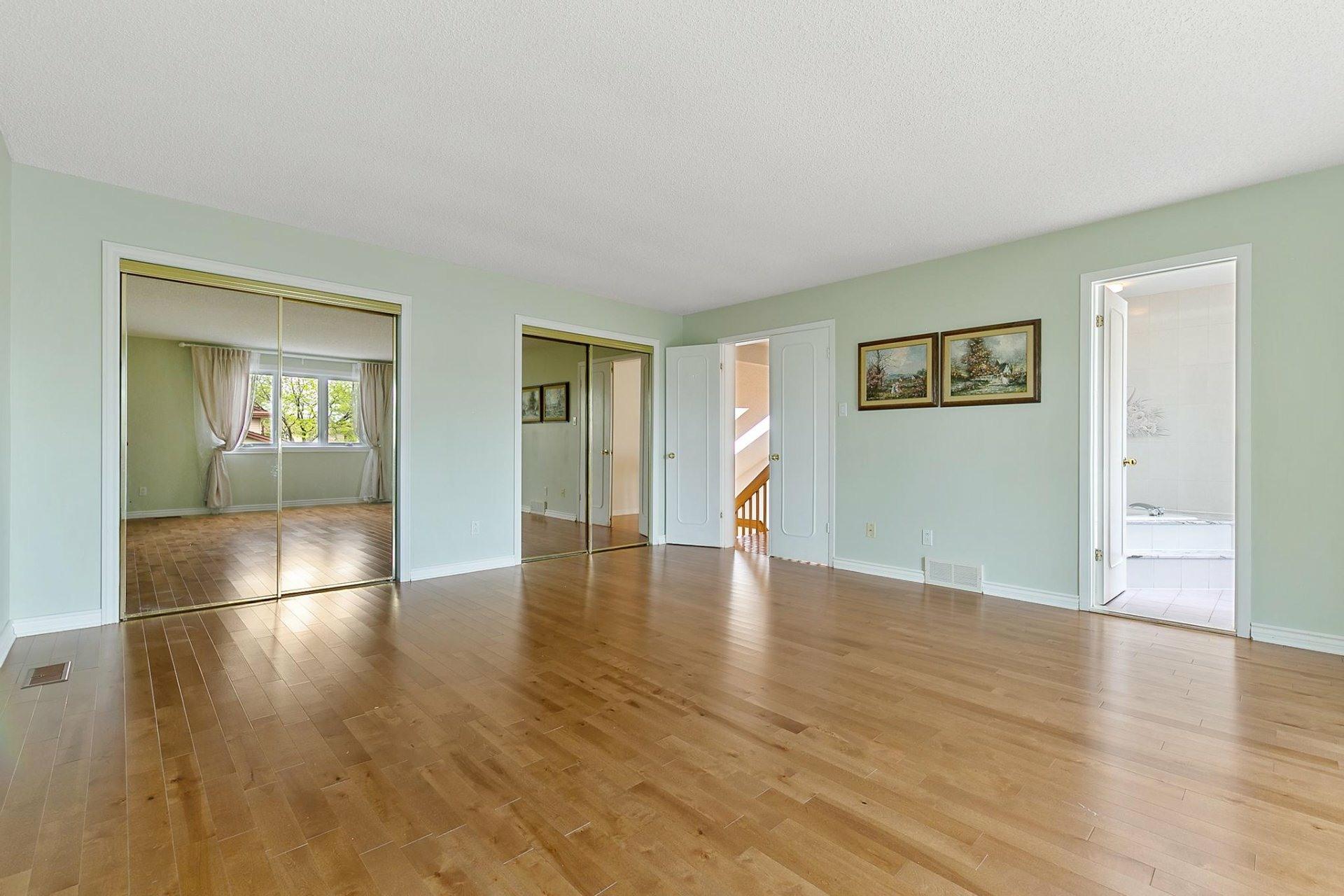 image 16 - House For sale Kirkland - 12 rooms