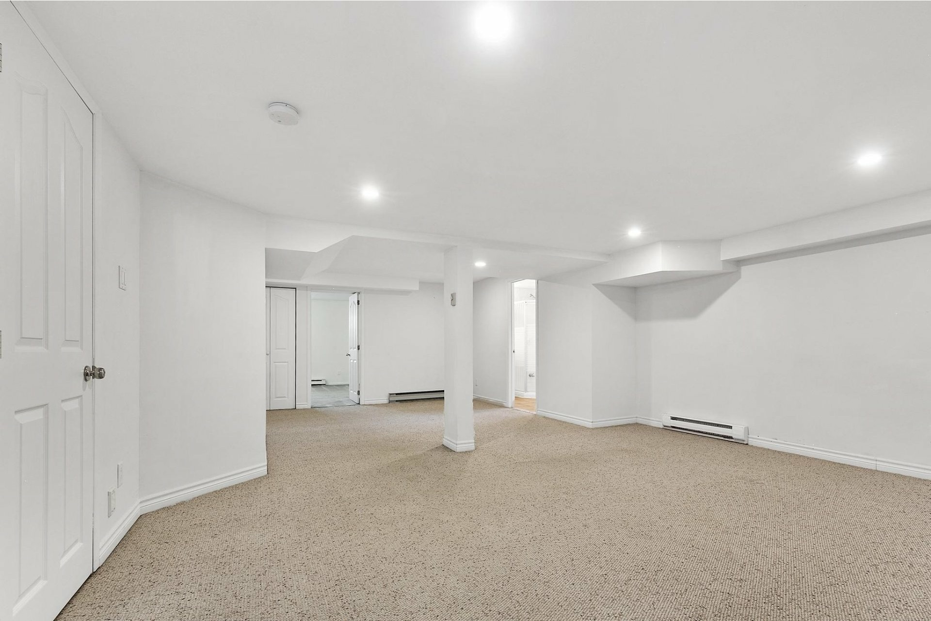 image 23 - House For sale Kirkland - 12 rooms