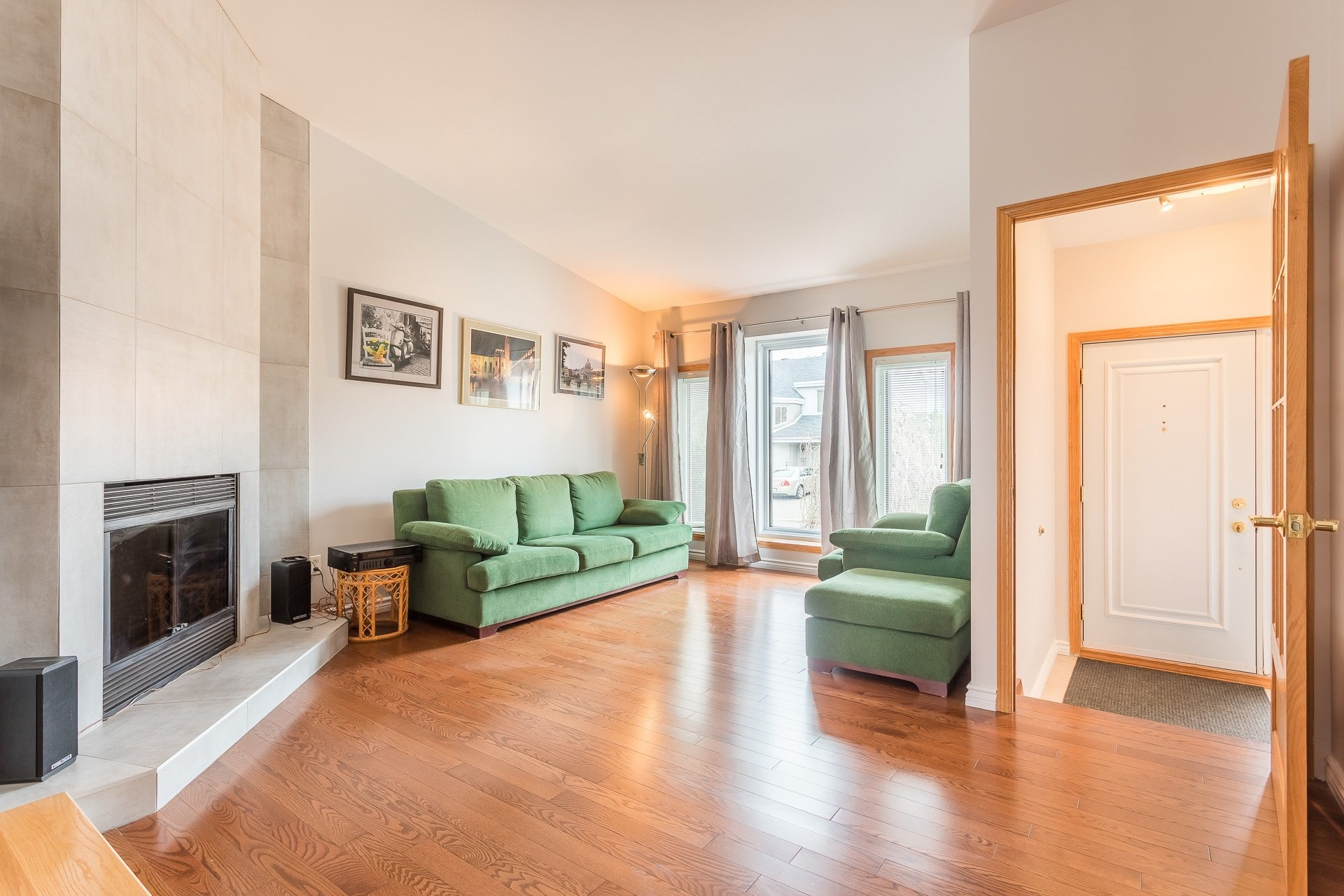 image 2 - Casa In Vendita Vimont Laval  - 9 stanze