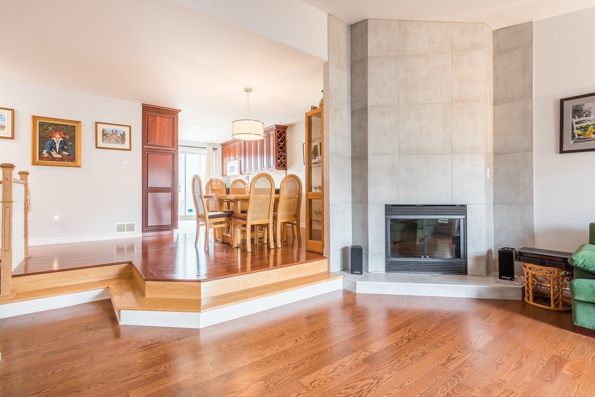 image 3 - Casa In Vendita Vimont Laval  - 9 stanze