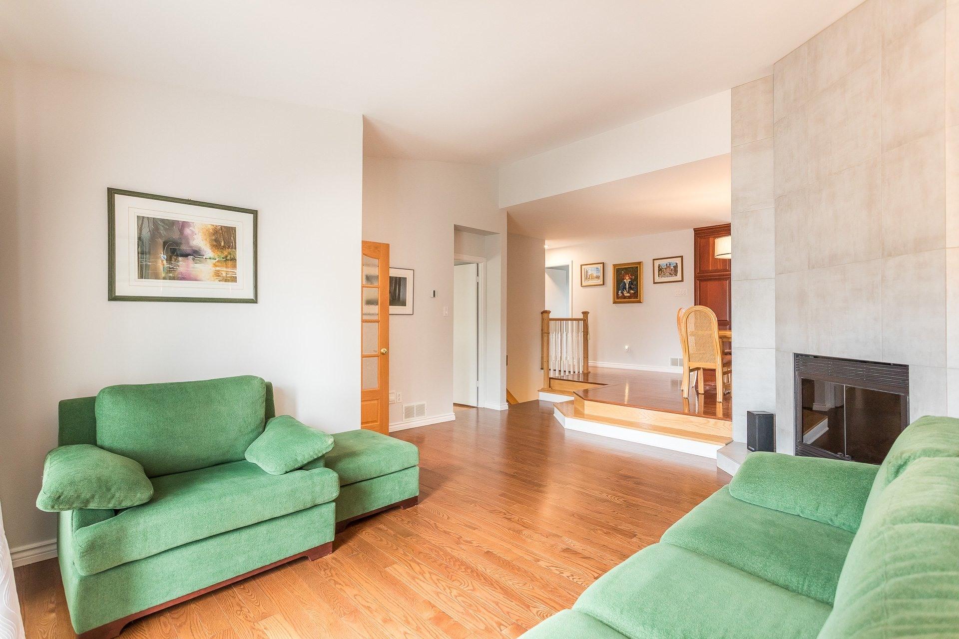 image 4 - Casa In Vendita Vimont Laval  - 9 stanze
