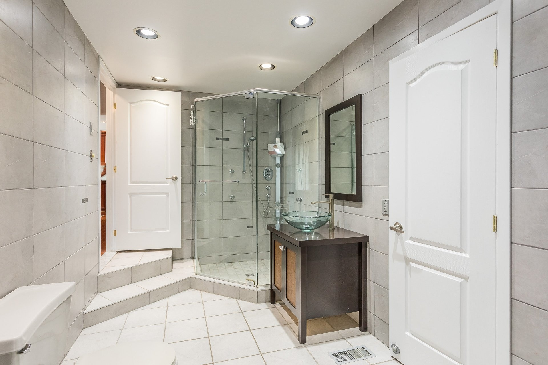 image 19 - Casa In Vendita Vimont Laval  - 9 stanze