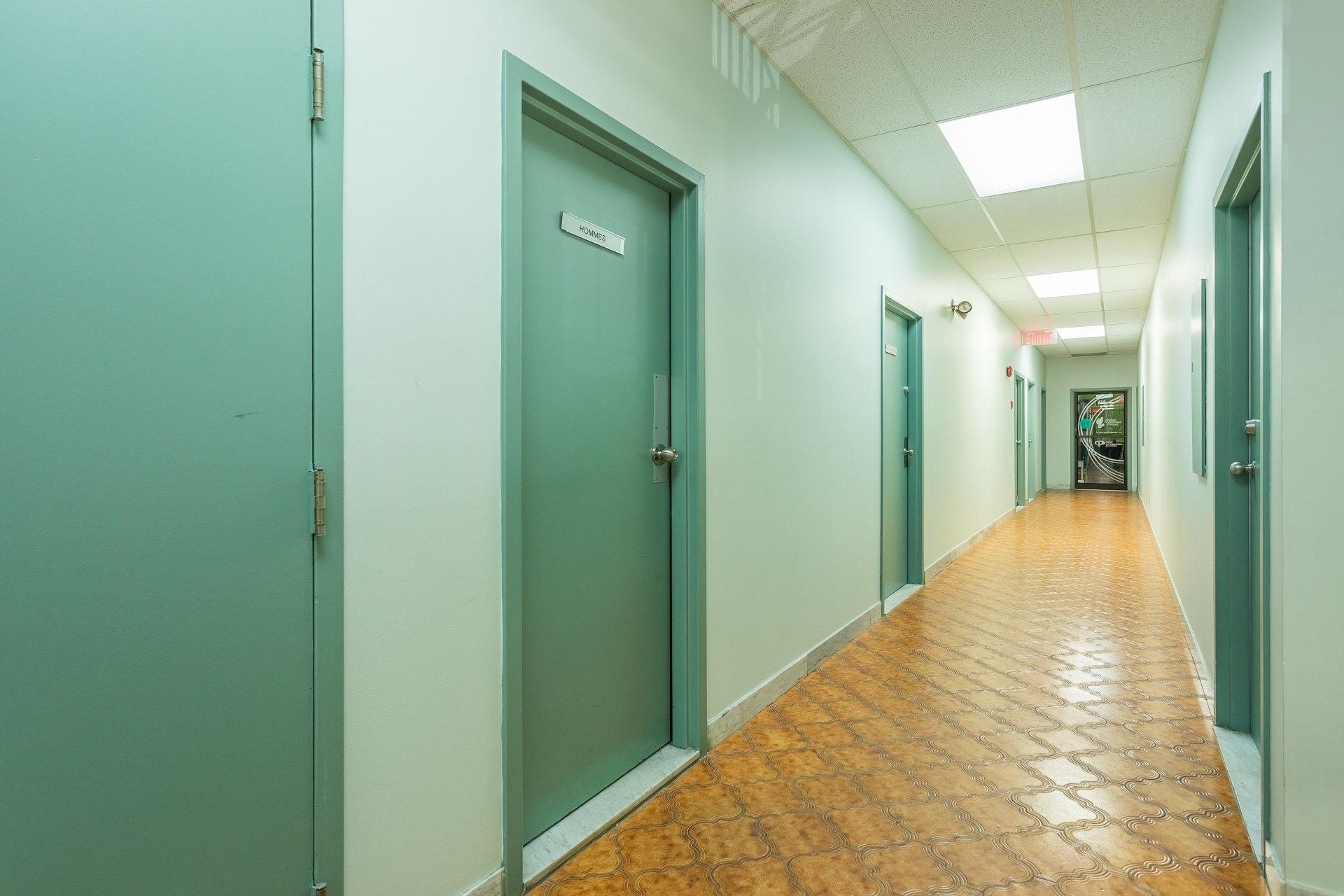 image 2 - Office For rent Anjou Montréal